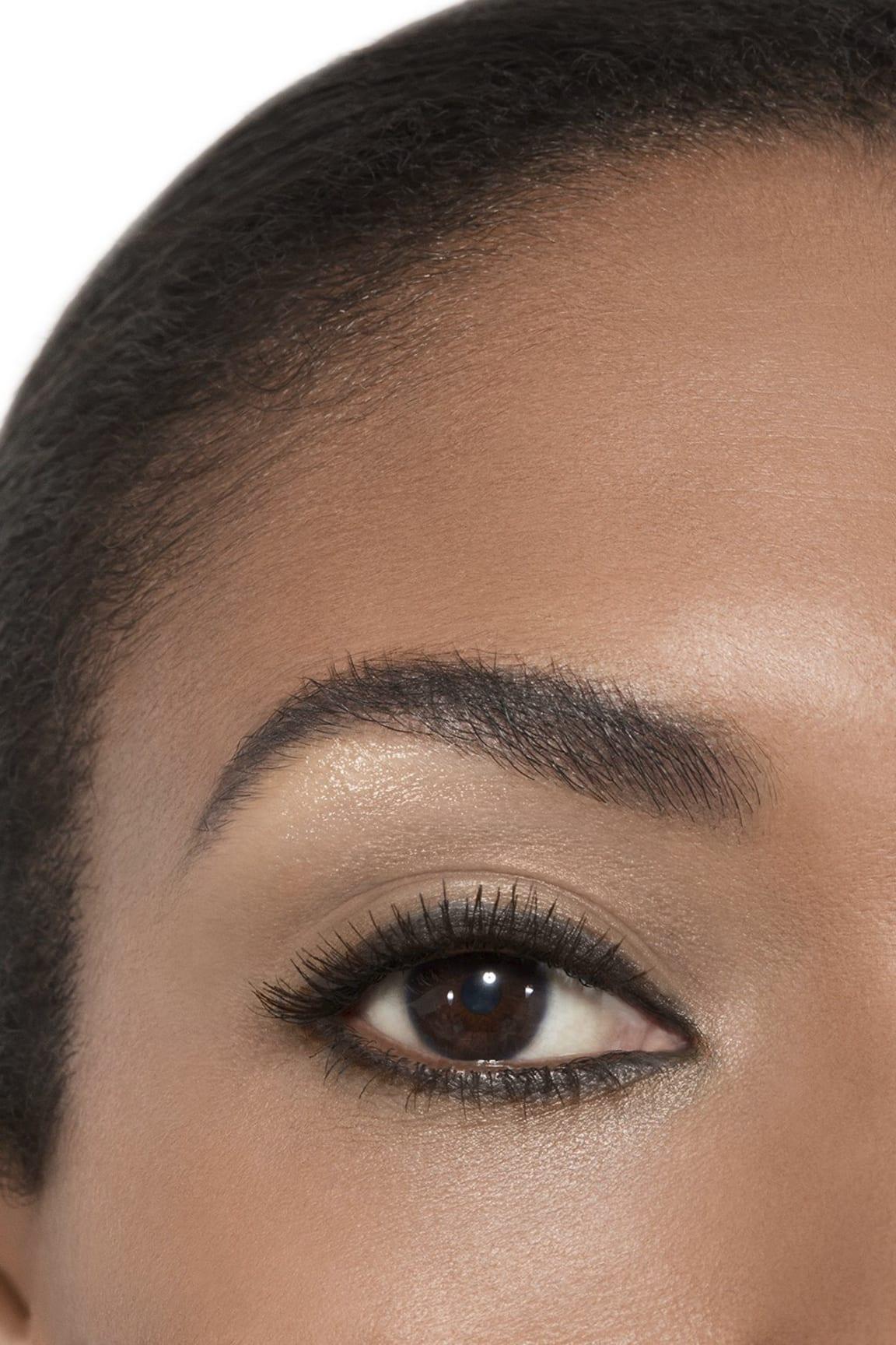 Пример нанесения макияжа 2 - STYLO OMBRE ET CONTOUR 17 - CONTOUR GRAPHITE