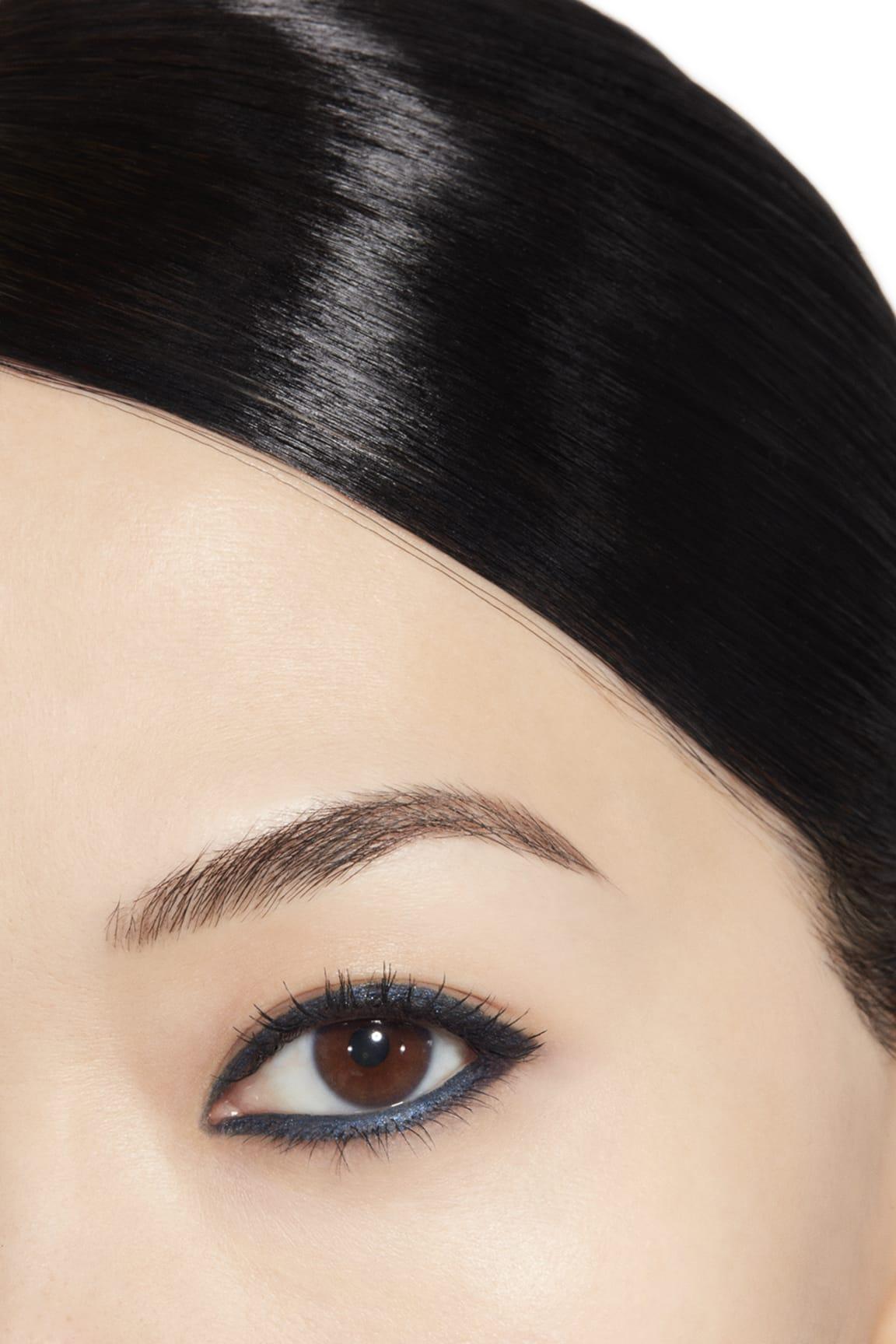 Anwendung Make-up-Bild 1 - STYLO YEUX WATERPROOF 30 - MARINE
