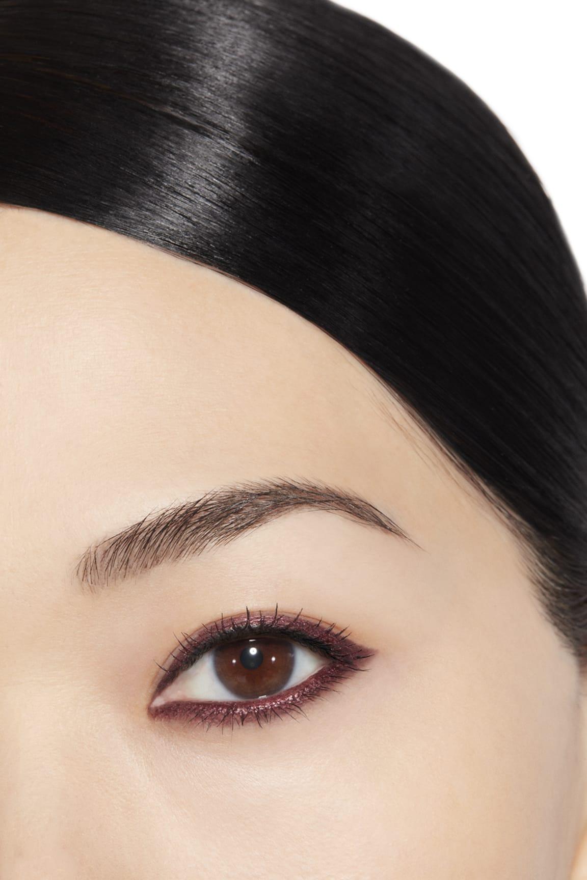 Anwendung Make-up-Bild 1 - STYLO YEUX WATERPROOF 54 - ROSE CUIVRÉ