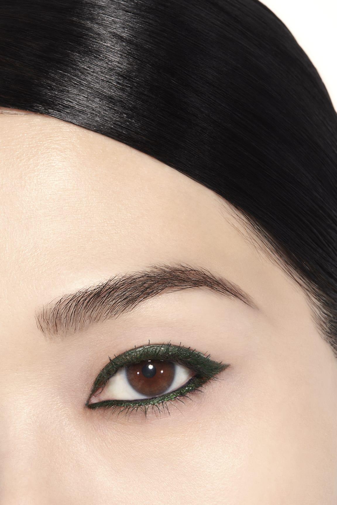 Anwendung Make-up-Bild 1 - STYLO YEUX WATERPROOF 56 - KHAKI MÉTAL