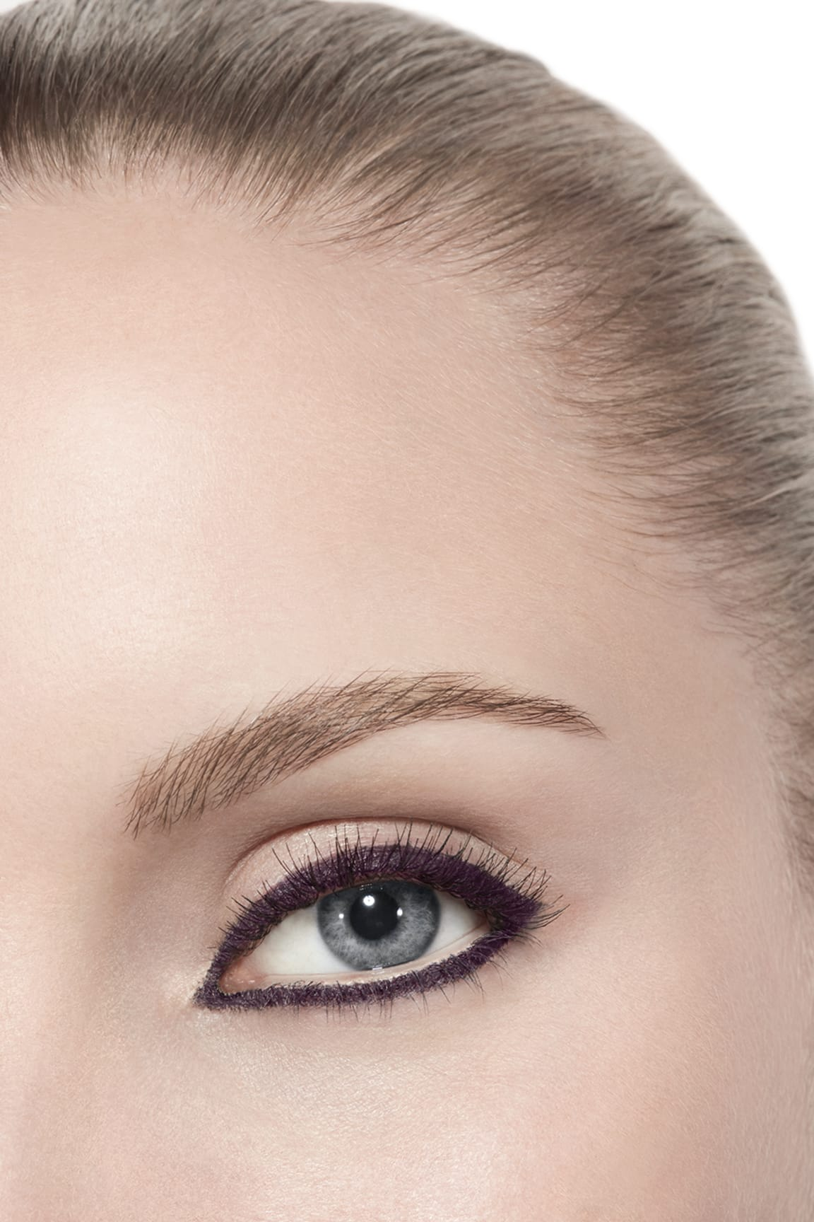 Application makeup visual 3 - STYLO YEUX WATERPROOF 83 - CASSIS