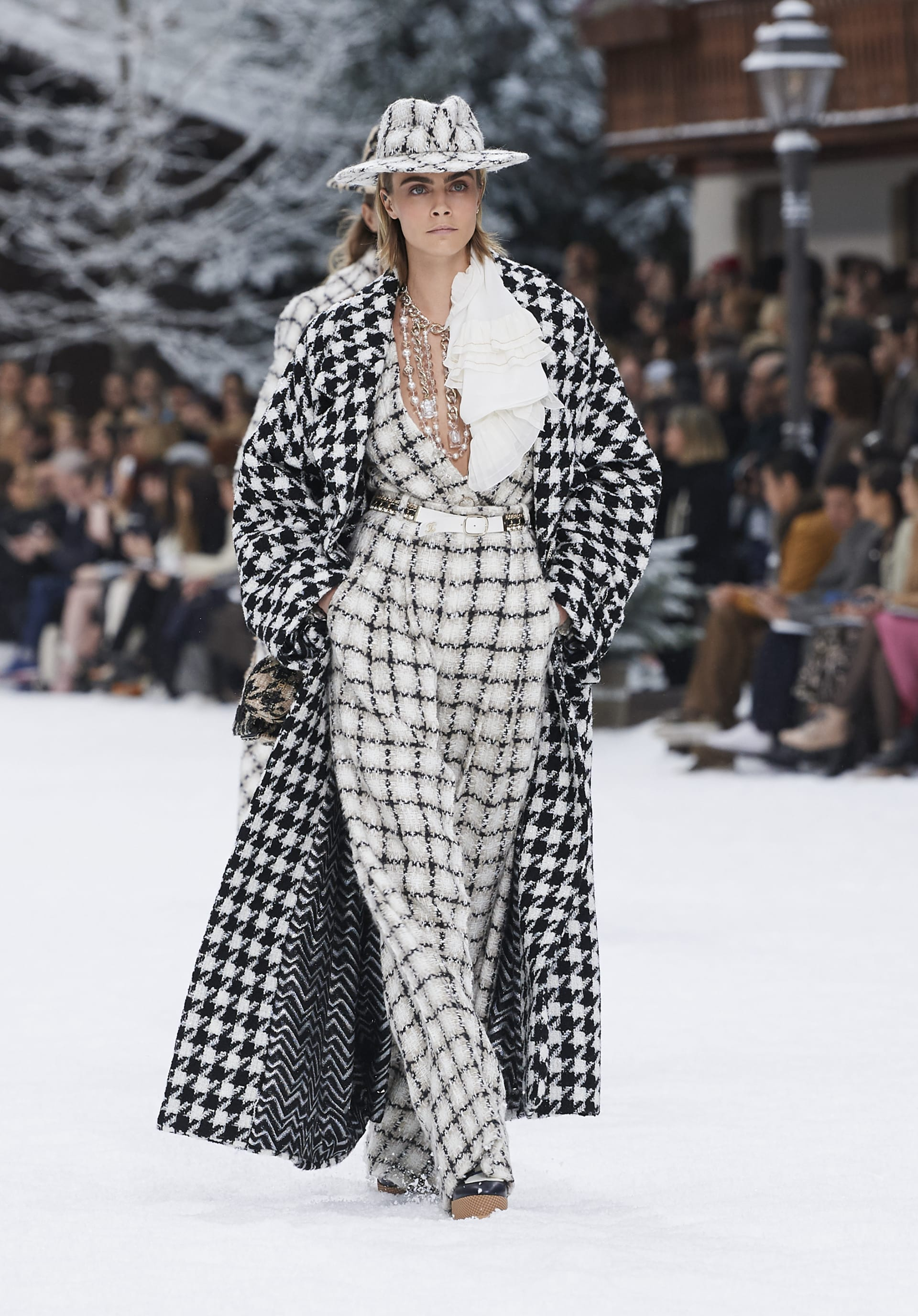 View 1 - Look 1 - Fall-Winter 2019/20