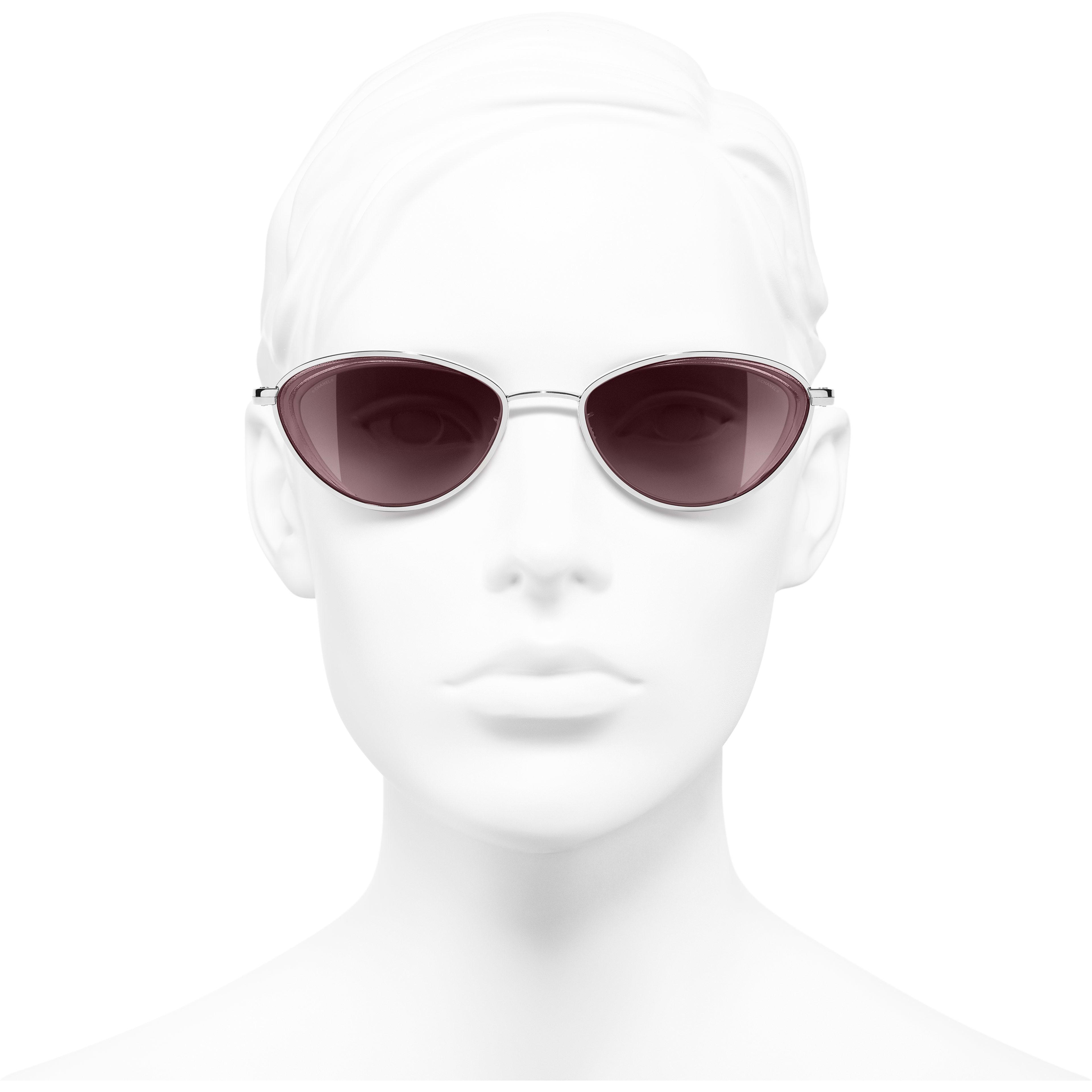 แว่นตากันแดดทรงแคทอายส์ - สีเงิน - โลหะ - มุมมองการสวมใส่ด้านหน้า - ดูเวอร์ชันขนาดมาตรฐาน