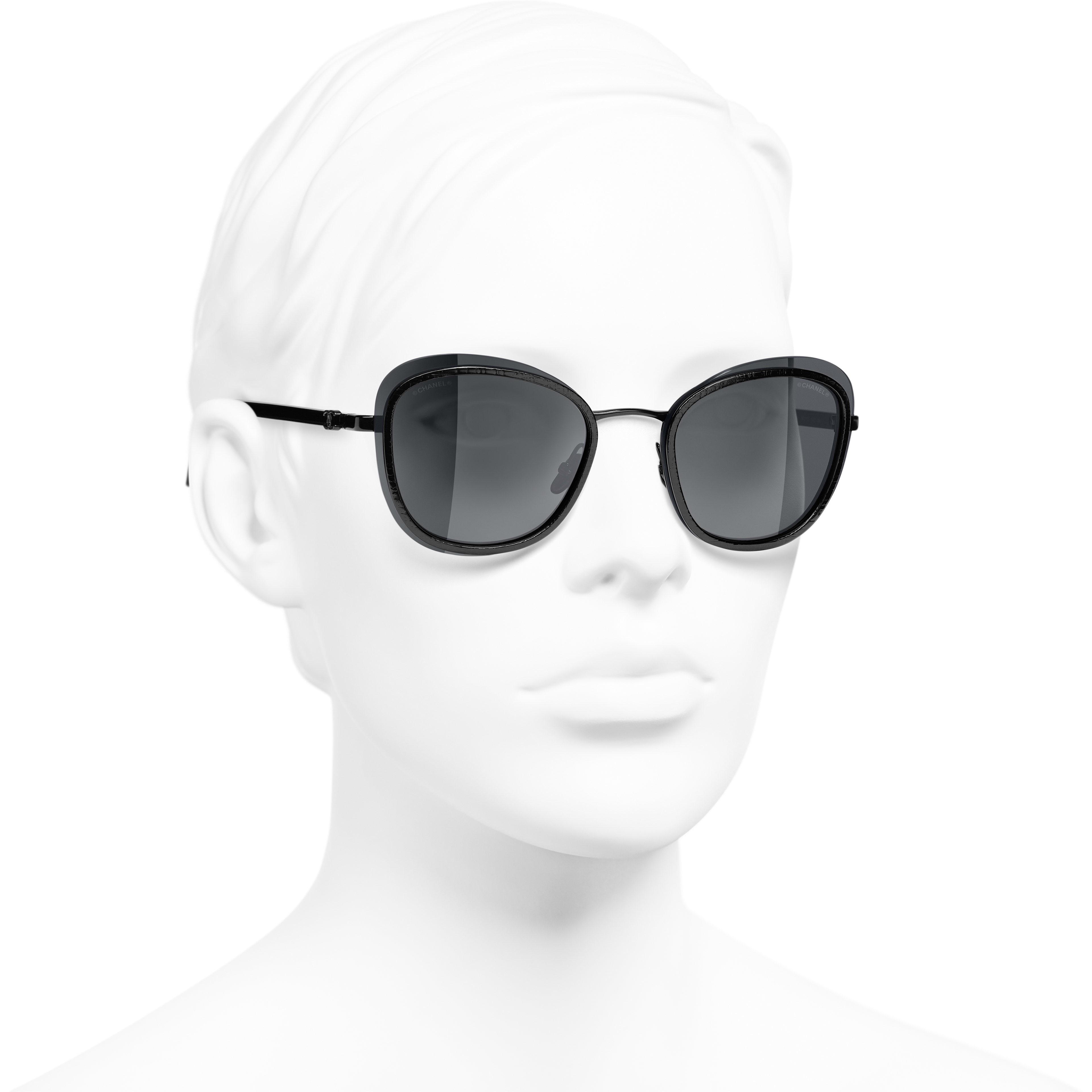 Солнцезащитные очки - Черный - Ацетат и металл - CHANEL - Вид в три четверти - посмотреть изображение стандартного размера
