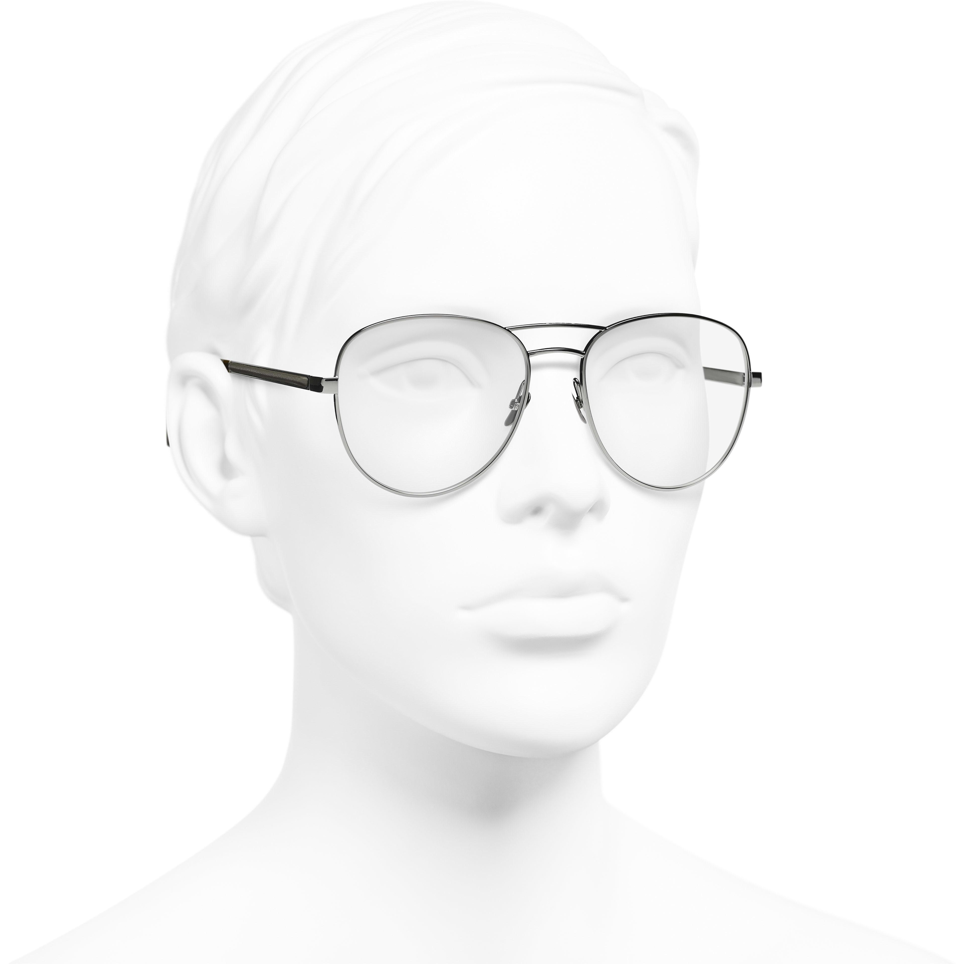 Gafas estilo piloto - Plateado oscuro y caqui - Acetato y piel de ternera - CHANEL - Vista de medio perfil del producto puesto - ver la versión tamaño estándar