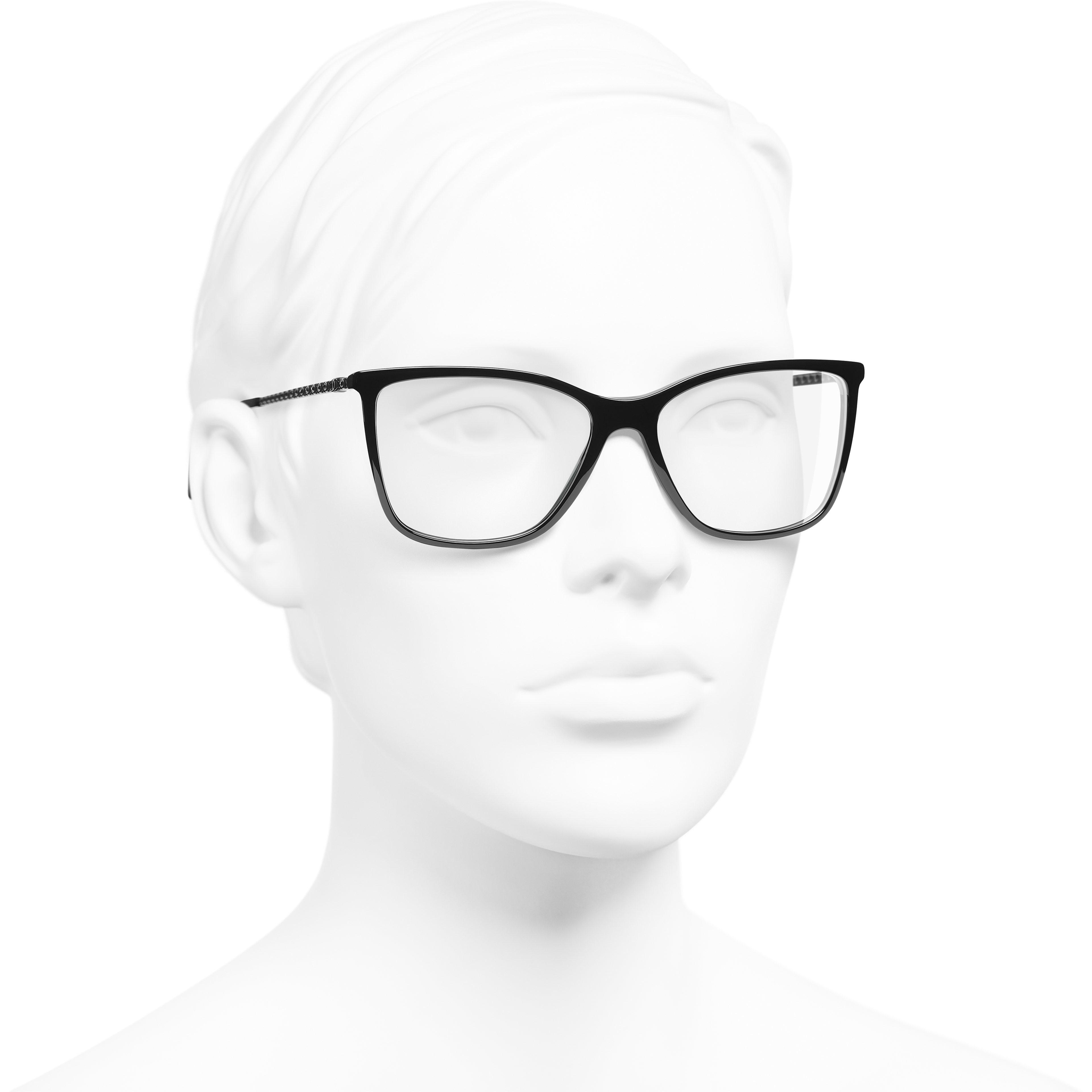 方型眼鏡 - 黑 - 高級樹脂 & 水鑽 - CHANEL - 配戴時的3/4側面視圖 - 查看標準尺寸版本