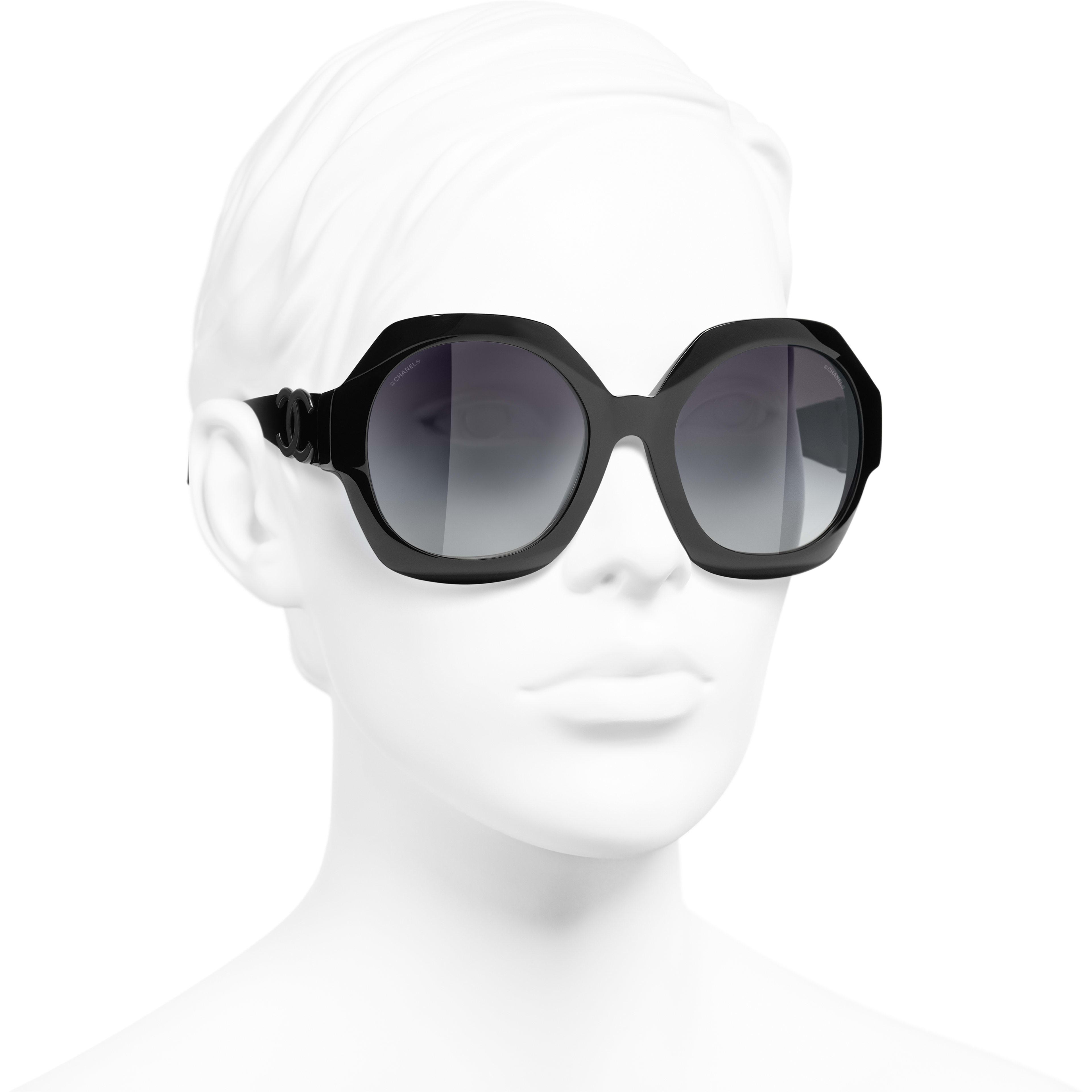 Ronde zonnebril - Zwart - Acetaat - CHANEL - Gedragen weergave 3/4 - zie versie op standaardgrootte