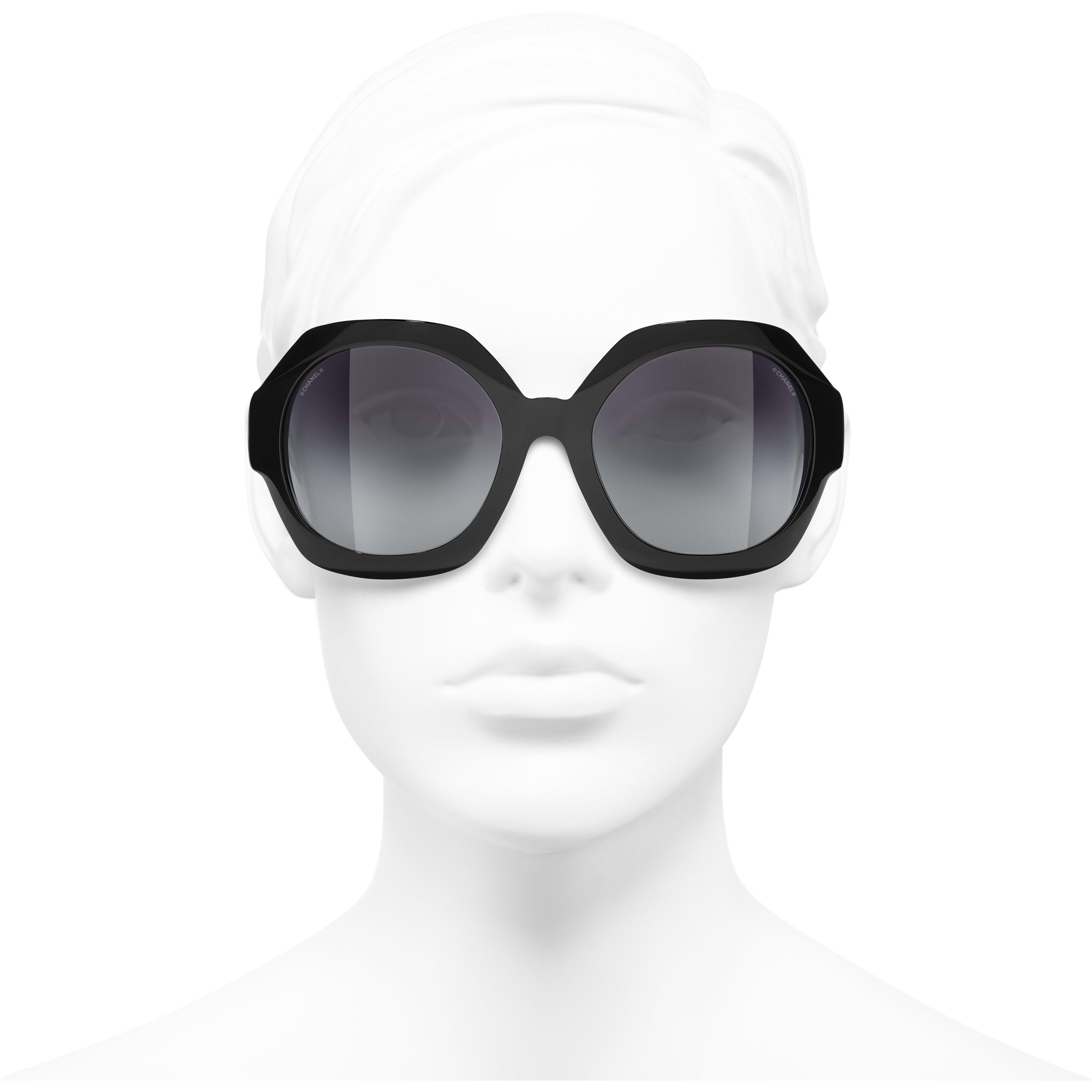 Ronde zonnebril - Zwart - Acetaat - CHANEL - Gedragen weergave voorzijde - zie versie op standaardgrootte