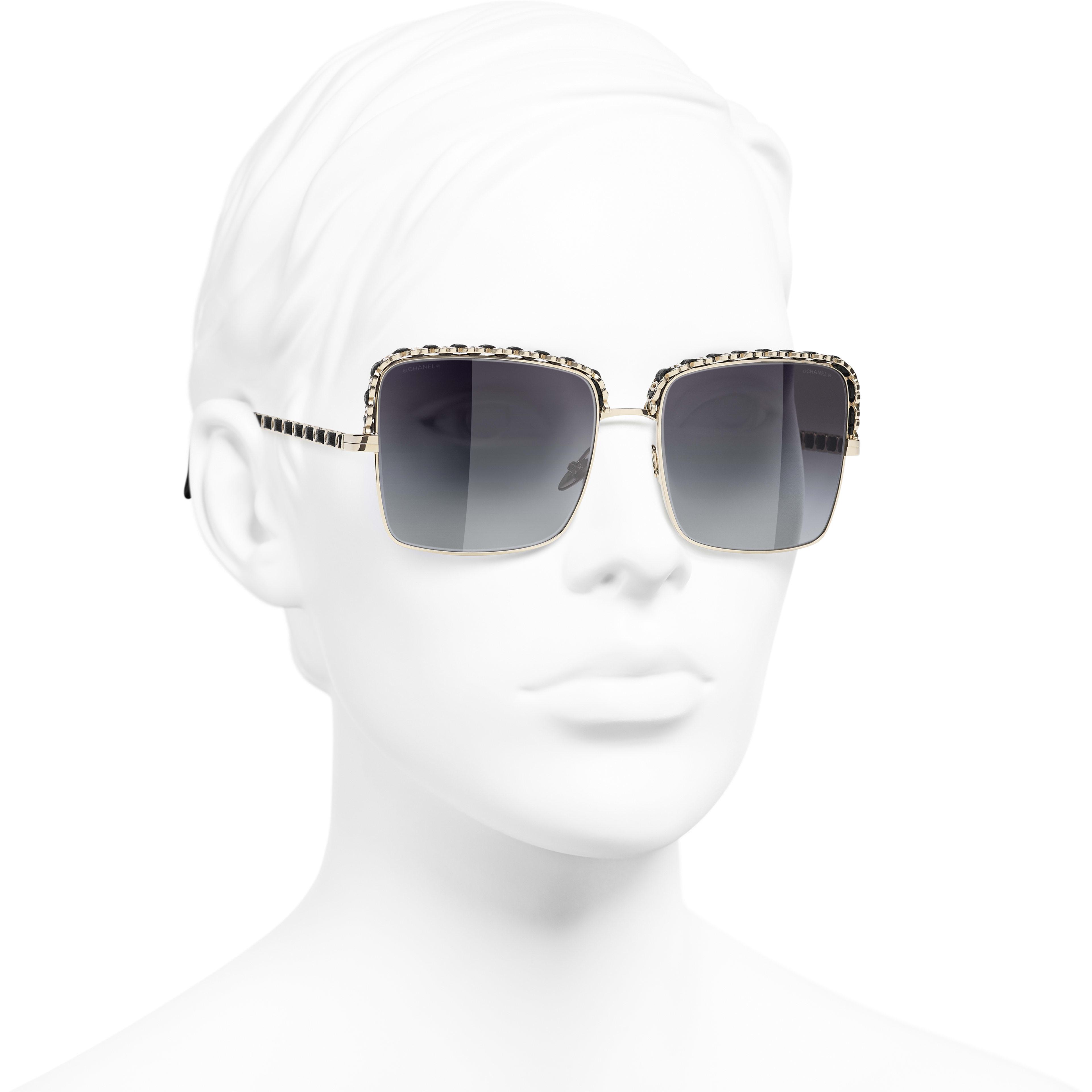 Óculos De Sol Quadrado - Gold - Metal & Lambskin - CHANEL - Vista 3/4 - ver a versão em tamanho standard