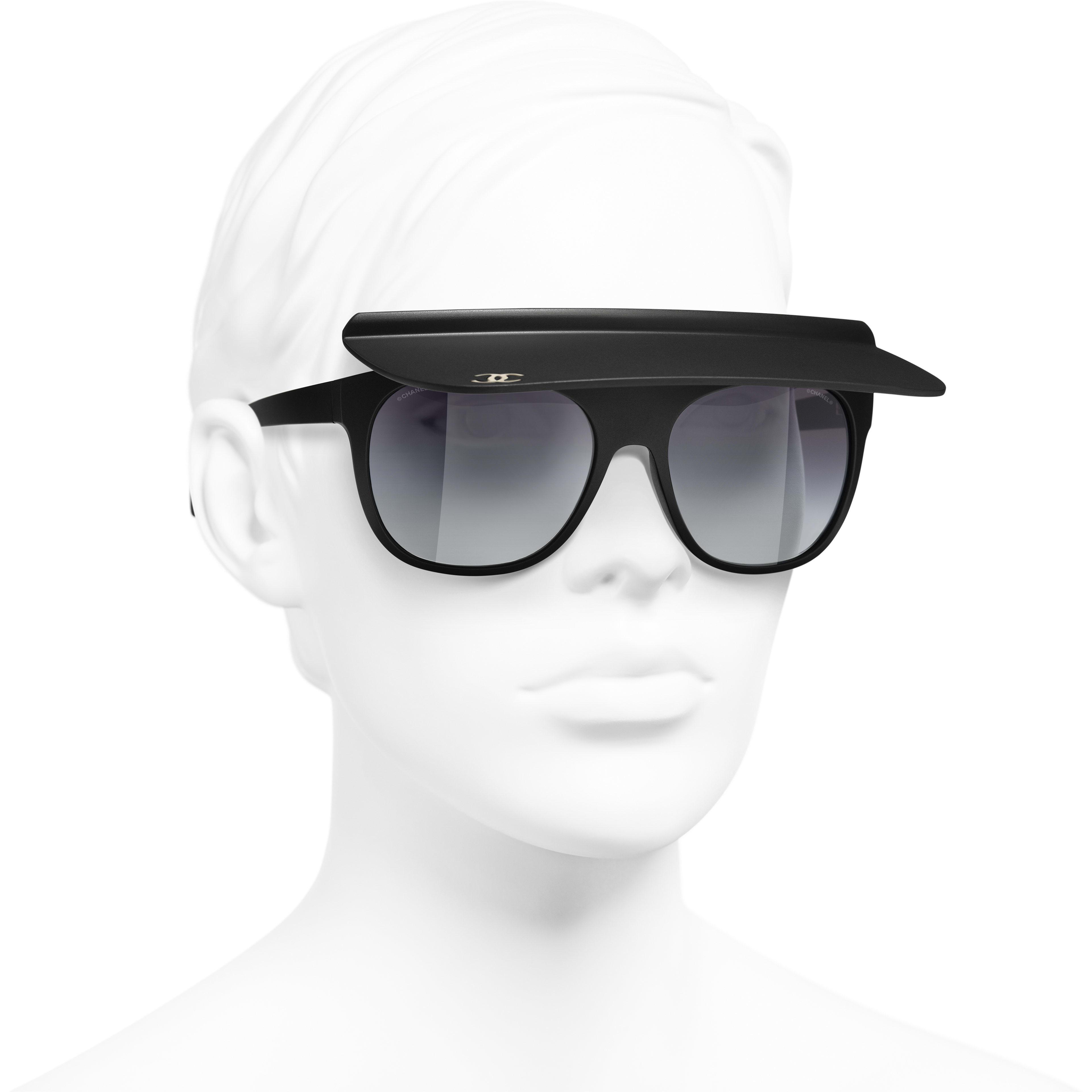 Visor Sunglasses - Zwart - Nylon - CHANEL - Gedragen weergave 3/4 - zie versie op standaardgrootte