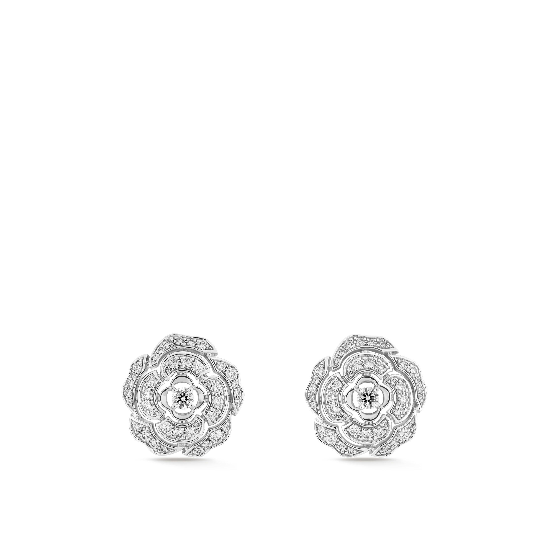 Camélia Ohrringe - Motiv Bouton de Camélia, aus 18 Karat Weißgold, Diamanten und zentralem Diamanten - Standardansicht - Standardgröße anzeigen