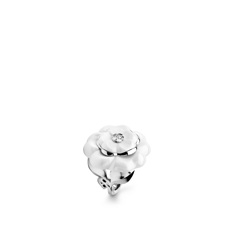 خاتم Camélia Galbé - ذهب أبيض عيار 18 قيراطاً، ماسة، سيراميك أبيض - CHANEL - العرض الافتراضي - عرض نسخة الحجم الموحد
