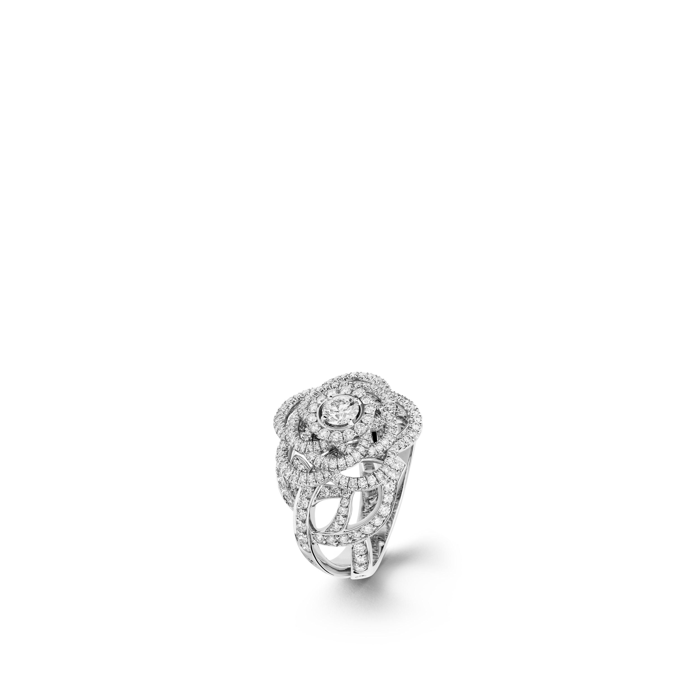 แหวน Camélia - แหวน Fil de Camélia ตัวเรือนไวท์โกลด์ 18K ประดับเพชร และเพชรเม็ดกลางหนึ่งเม็ด - มุมมองปัจจุบัน - ดูเวอร์ชันขนาดมาตรฐาน