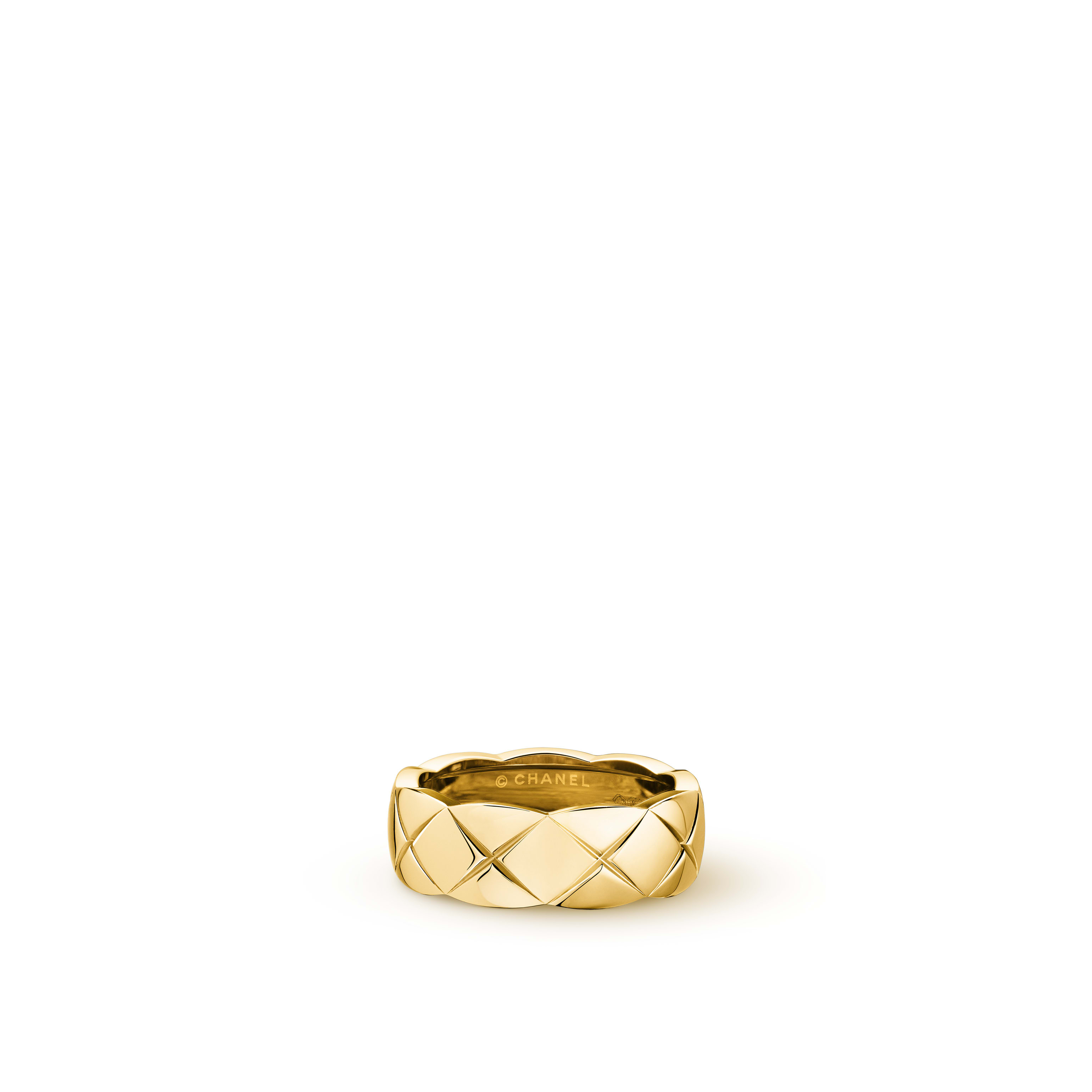 Coco Crush ring - Quilted motif, small version, 18K yellow gold - CHANEL - Default view - see standard sized version