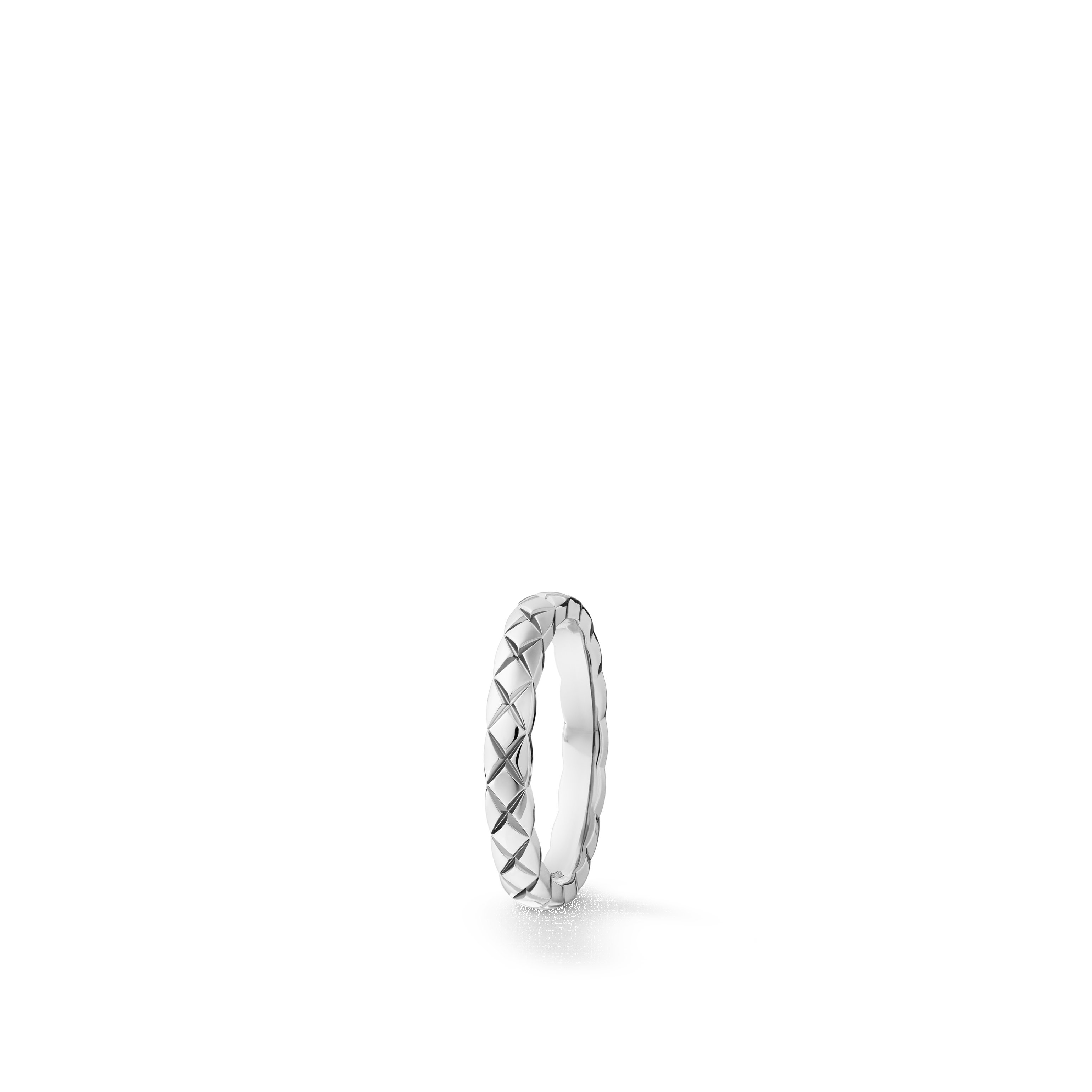 Coco Crush wedding band - Quilted motif, small version, platinum - CHANEL - Default view - see standard sized version