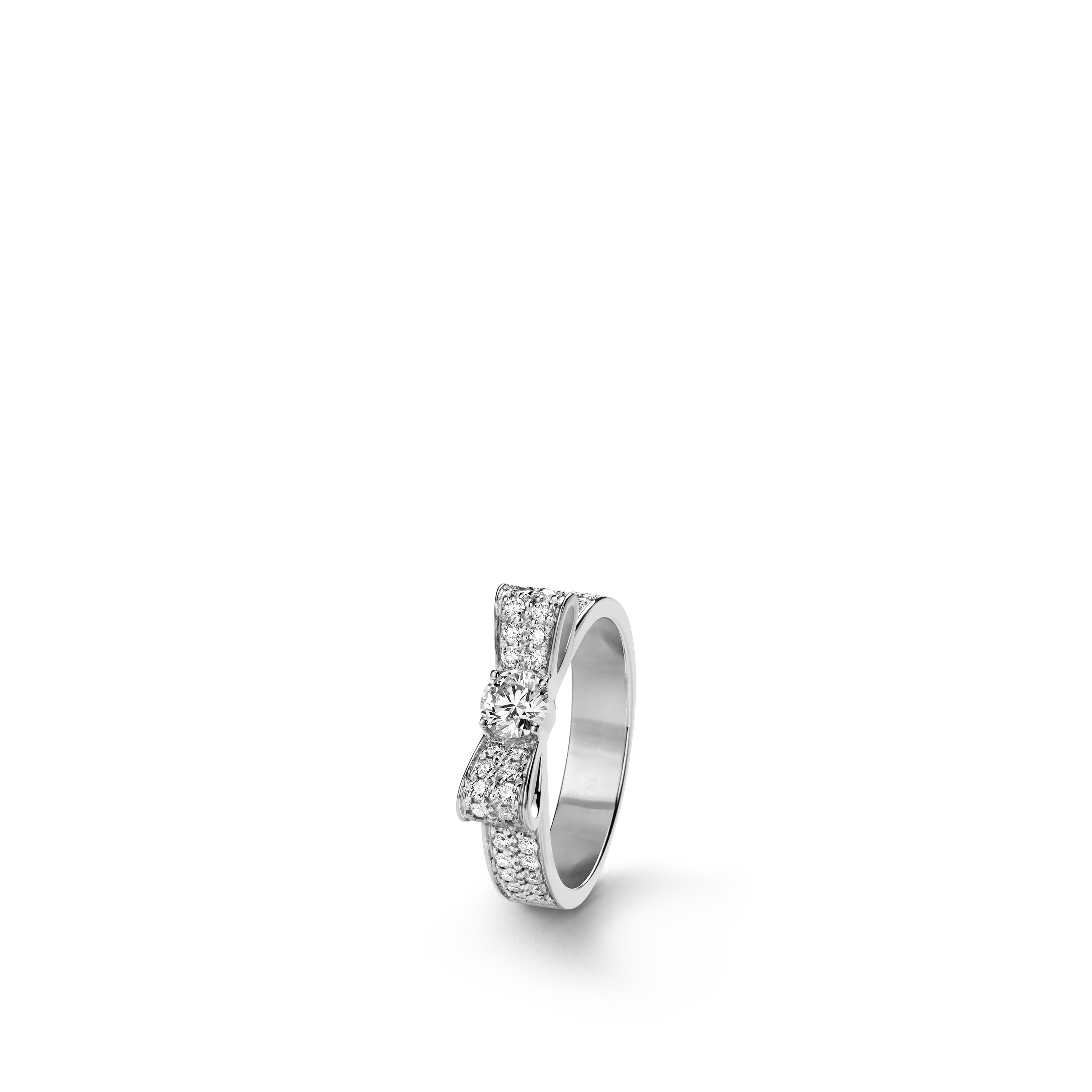 Ruban ring - 18K white gold, centre diamond, diamonds - CHANEL - Default view - see standard sized version