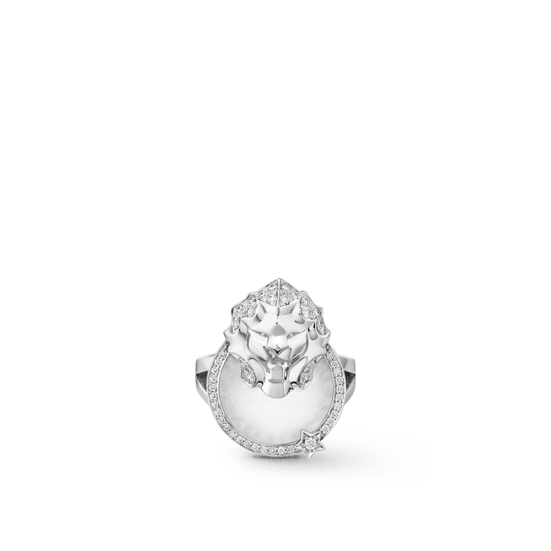 Sous le Signe du Lion ring - Lion Médaille ring in 18K white gold, diamonds and quartz - Default view - see standard sized version