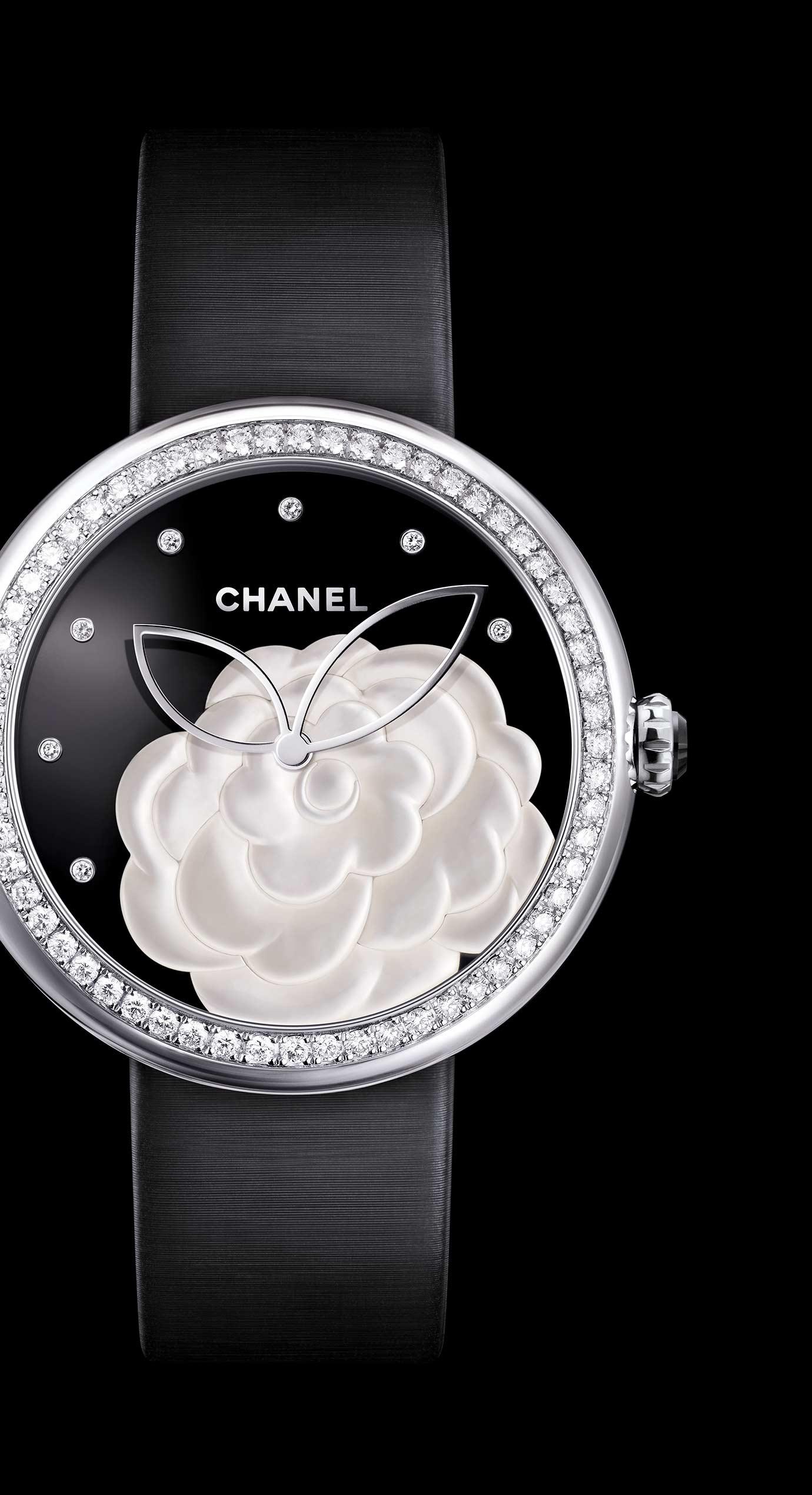 Reloj Mademoiselle Privé Camélia en marquetería en nácar, esfera en ónice, índices diamantes - Vista ampliada