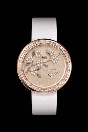 Reloj Mademoiselle Privé Camelias en hilo de oro, perlas finas y perlas de vidrio - Bordado Lesage.
