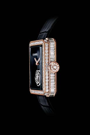Première Flying Tourbillon watch 18K BEIGE GOLD, case, bezel and crown set with baguette- and brilliant-cut diamonds. Side view.