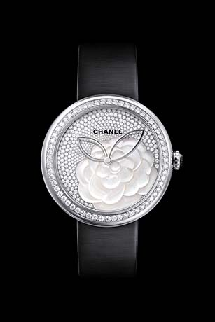 Reloj Mademoiselle Privé Camélia en marquetería en nácar, esfera engastada con diamantes