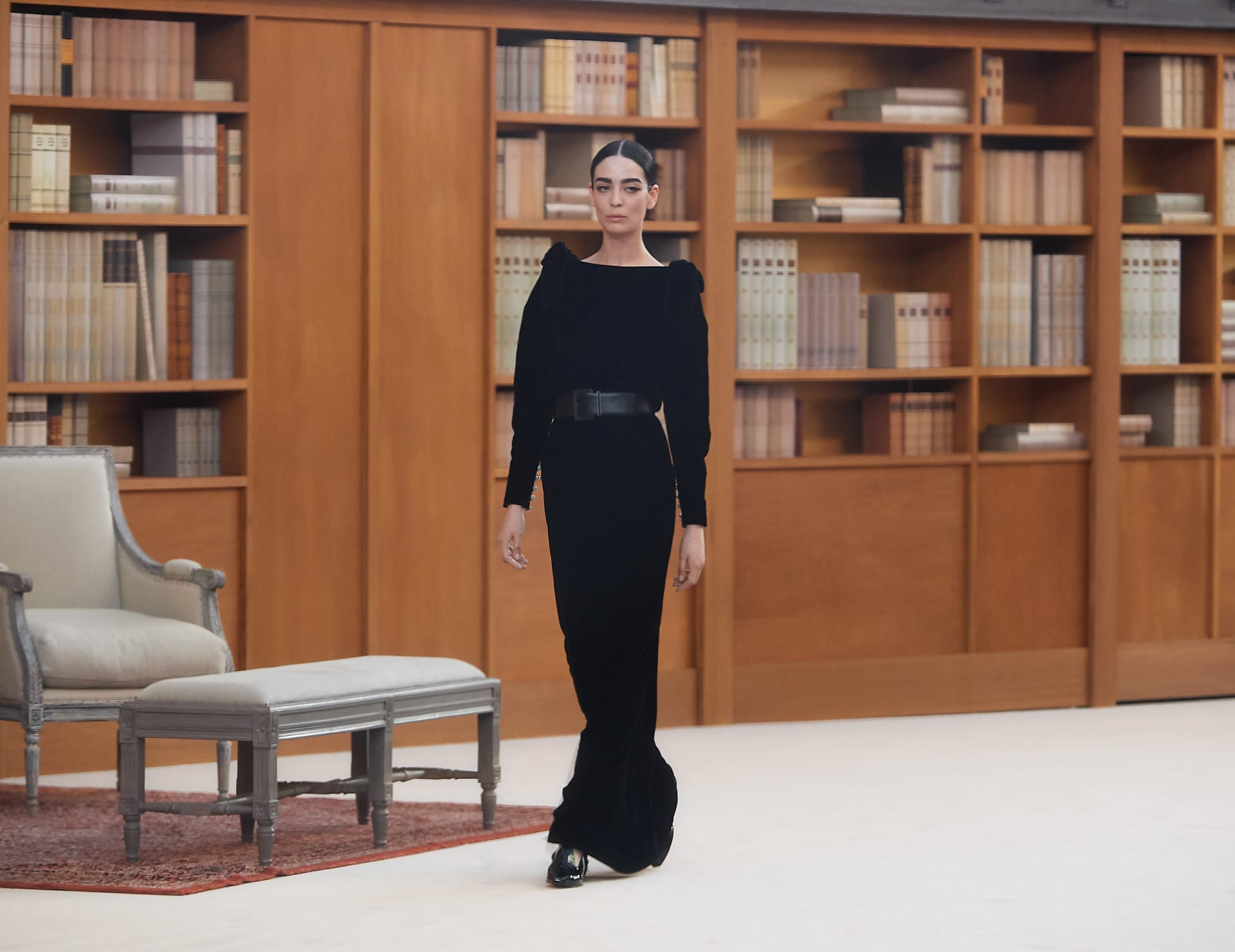 View 1 - Look 65 - Fall-Winter 2019/20 Haute-Couture - see full sized version