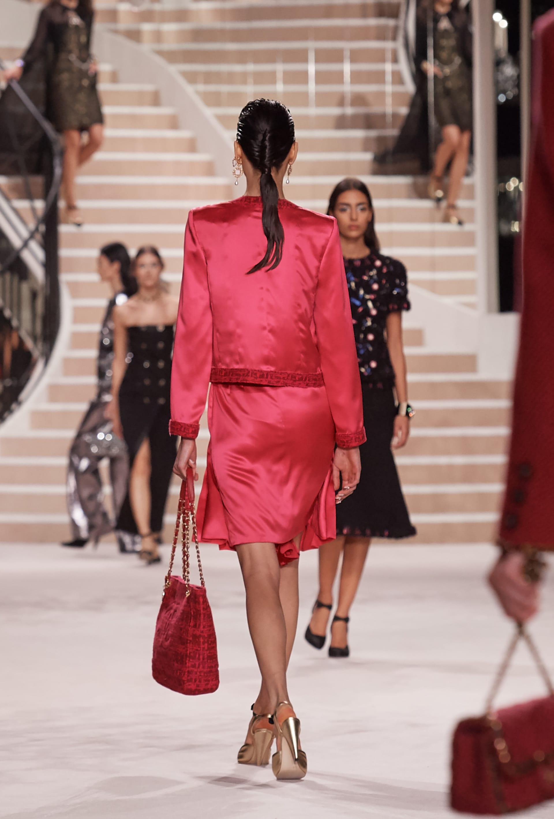 View 4 - Look 33 - Métiers d'Art 2019/20 - see full sized version