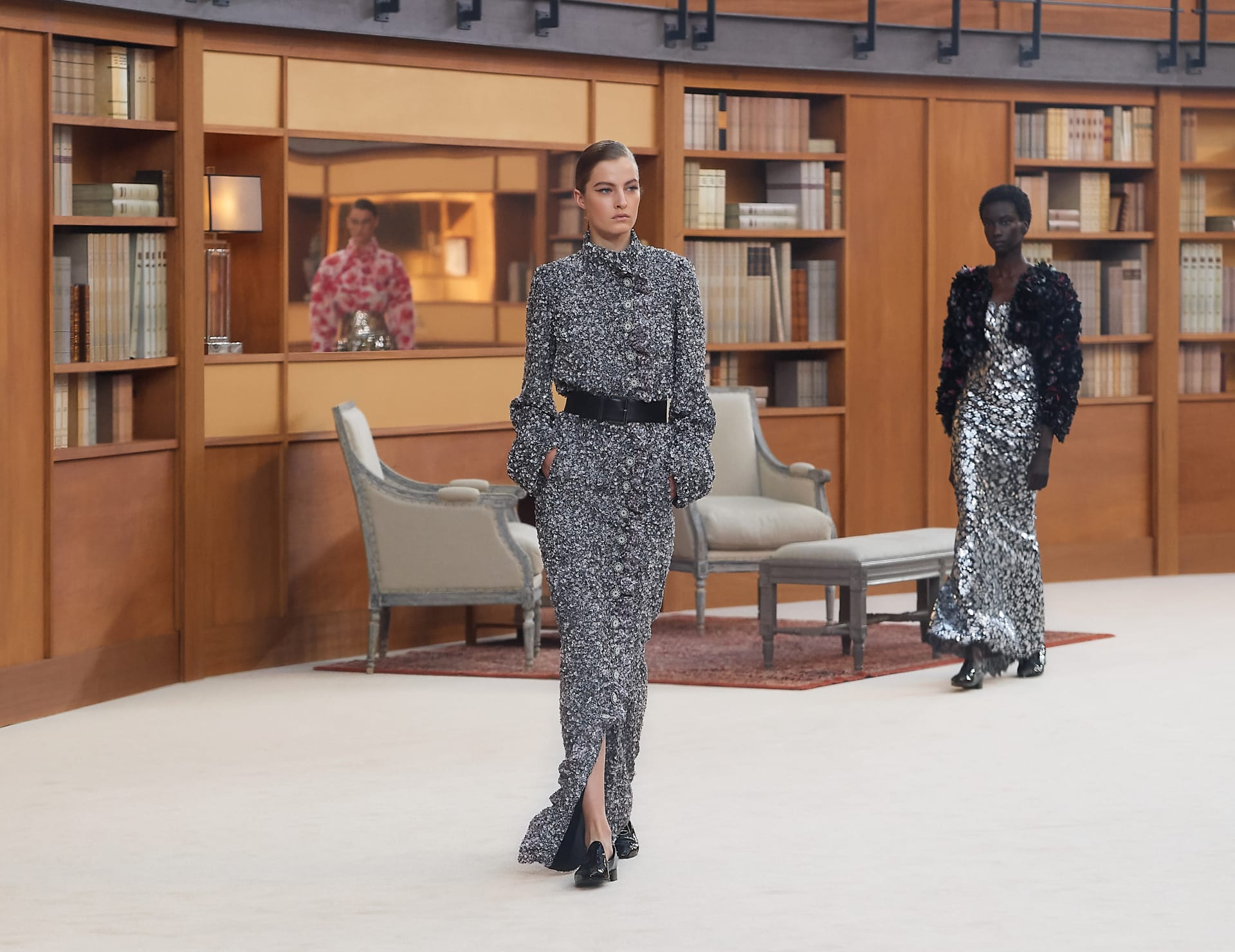 View 1 - Look 46 - Fall-Winter 2019/20 Haute-Couture - see full sized version