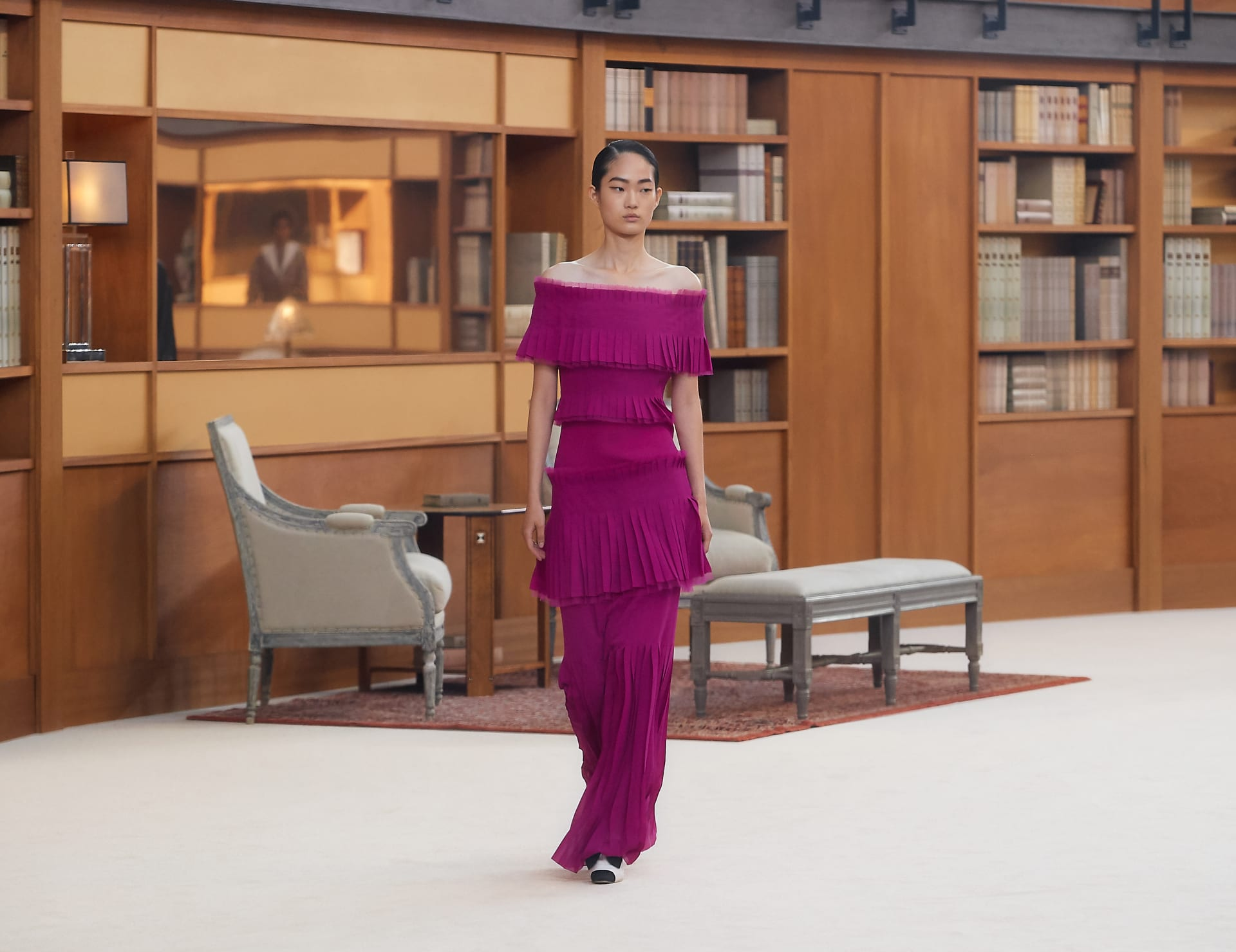 View 1 - Look 36 - Fall-Winter 2019/20 Haute-Couture - see full sized version