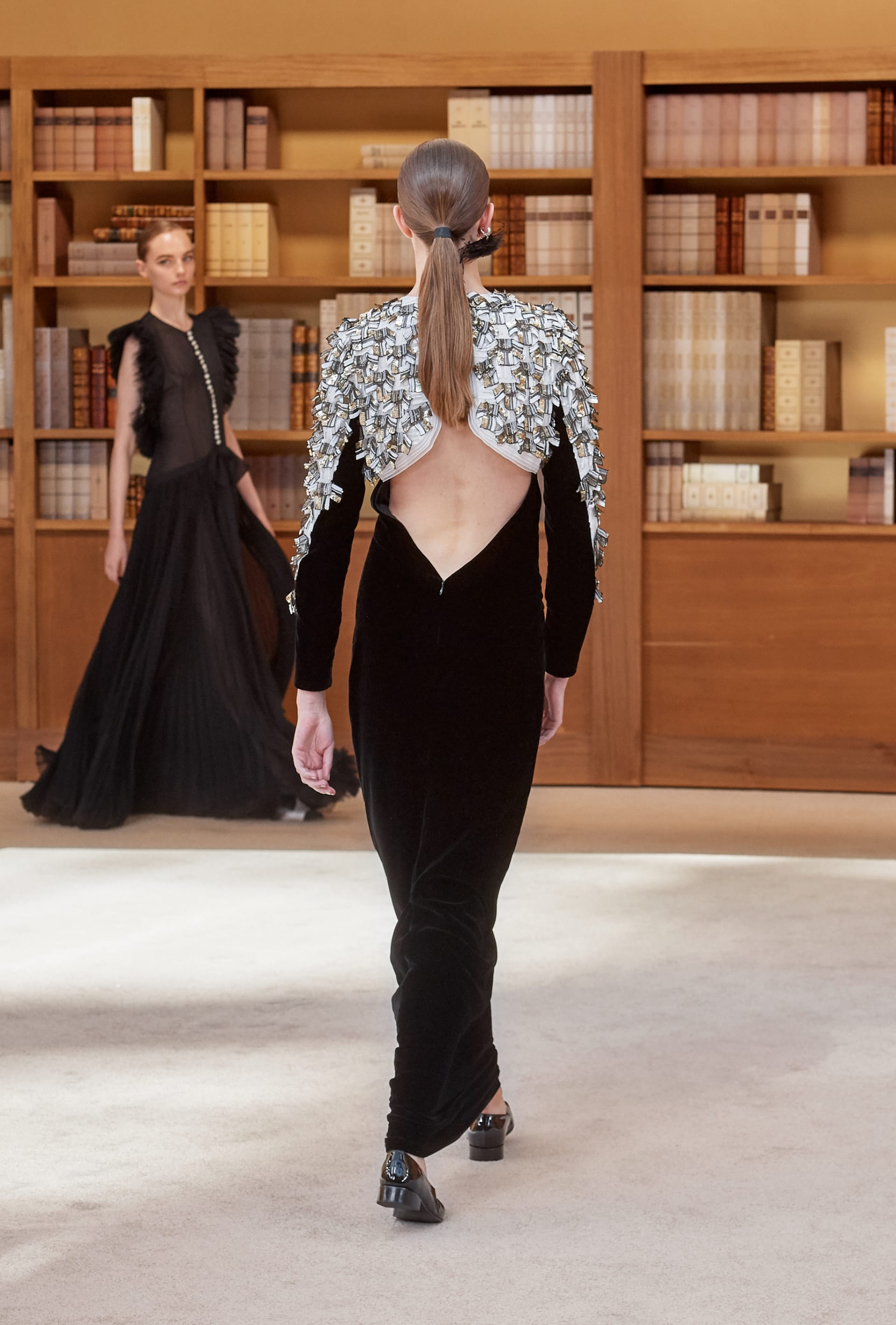View 7 - Look 58 - Fall-Winter 2019/20 Haute-Couture - see full sized version