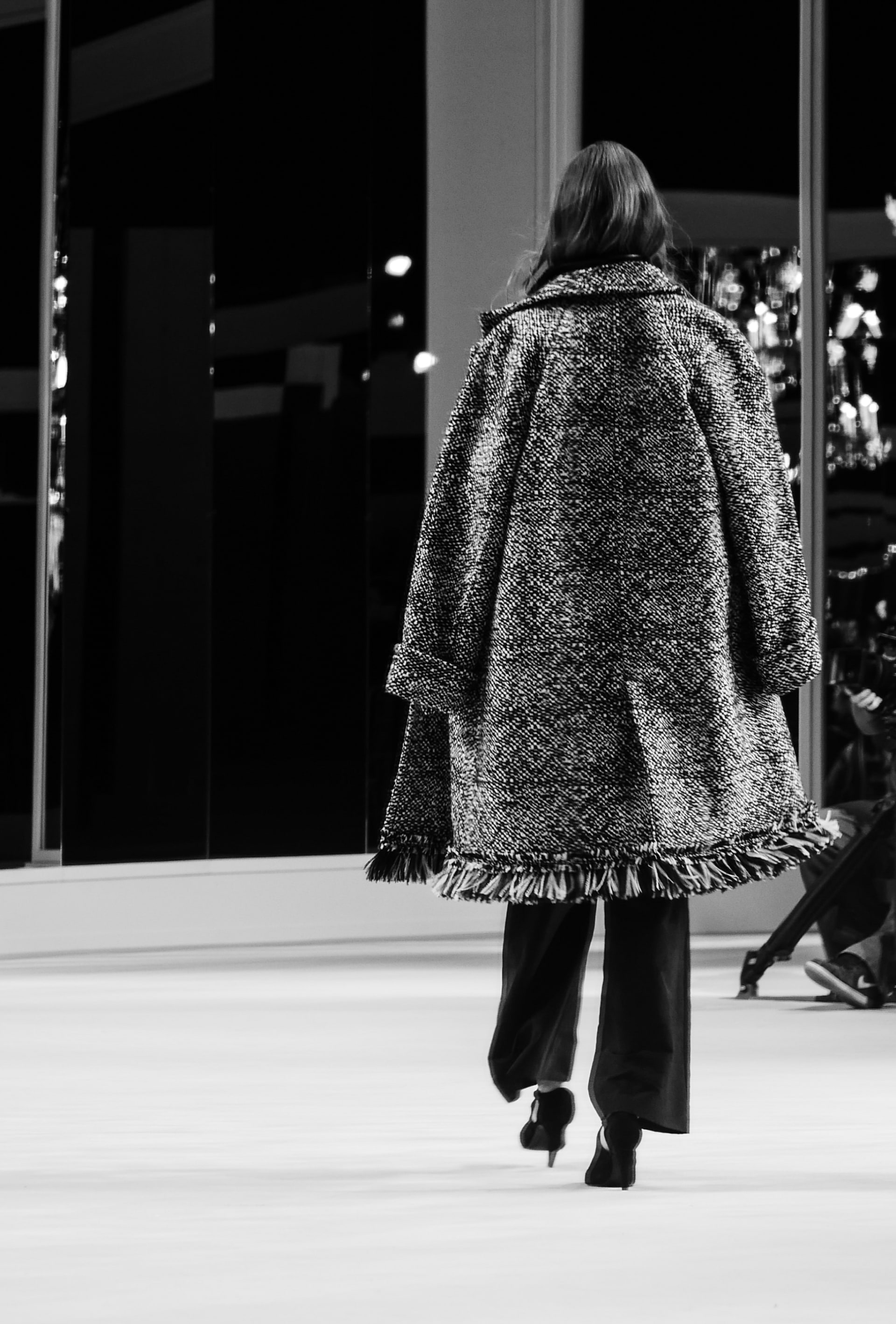 View 3 - Look 7 - Métiers d'Art 2019/20 - see full sized version