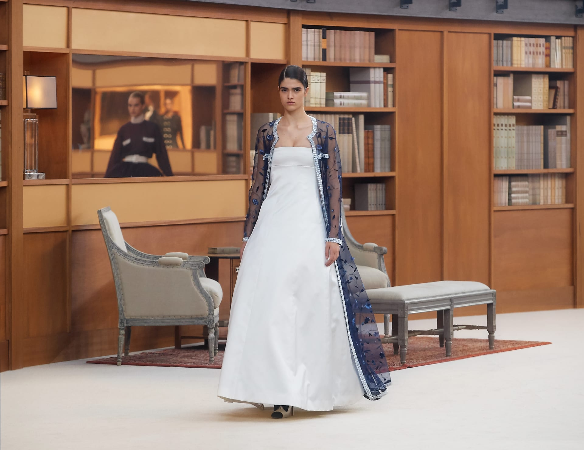 View 1 - Look 50 - Fall-Winter 2019/20 Haute-Couture - see full sized version