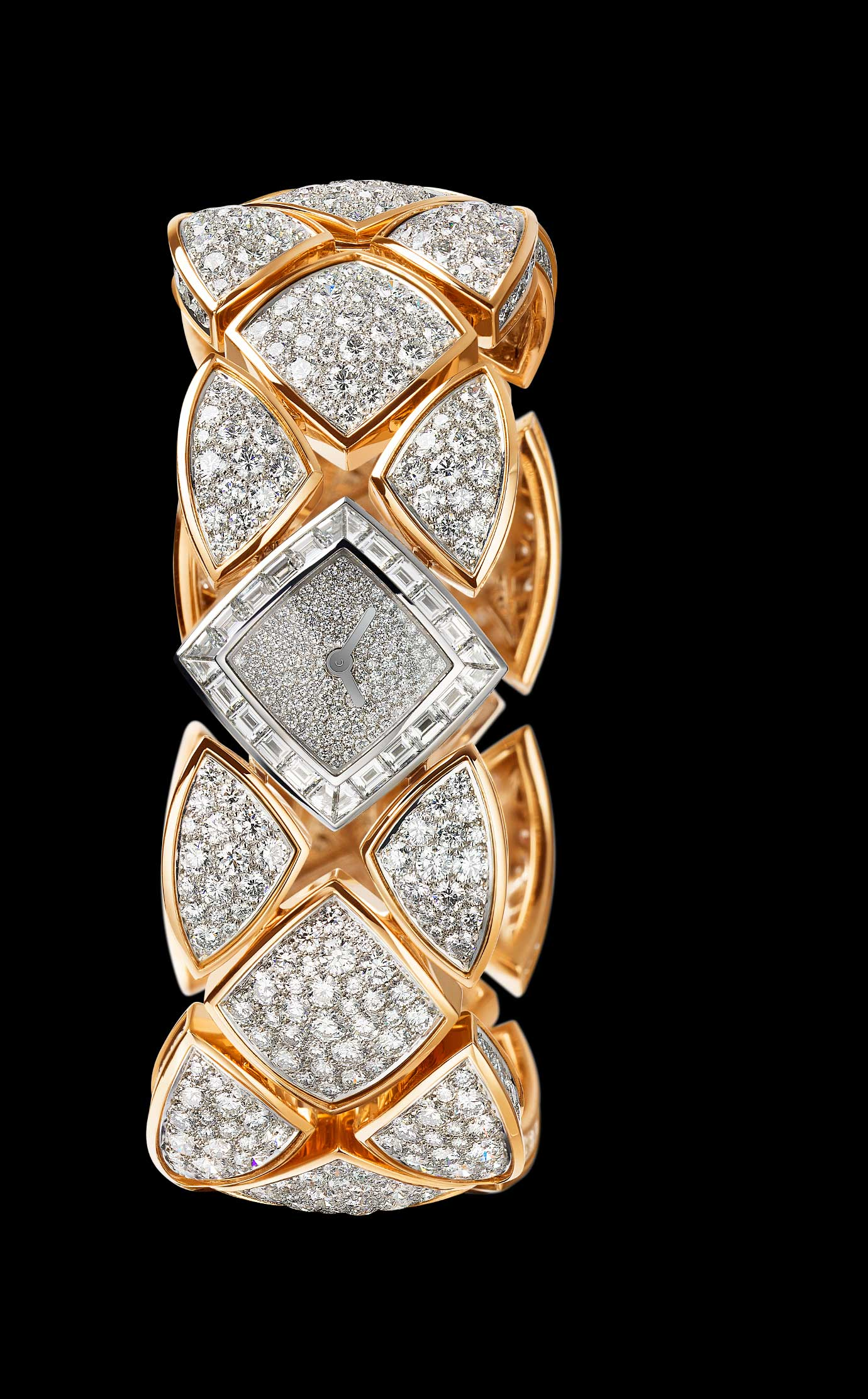 Les Eternelles de CHANEL. Secret cuff watch in white and pink gold. 17.22-carat orange-pink Padparadscha sapphire. - Back