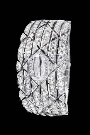 Les Eternelles de CHANEL. Secret cuff watch in 18K white gold. 5.26 carat exceptional diamond.
