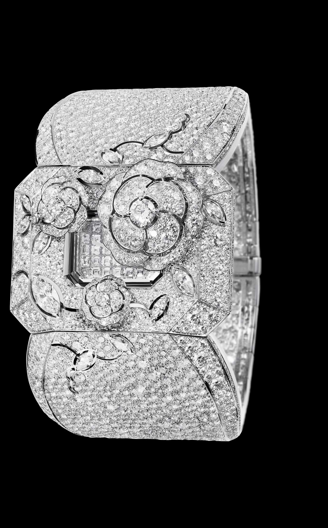 Les Eternelles de CHANEL. Watch in 18K white gold and diamonds. High precision quartz movement. - Closed