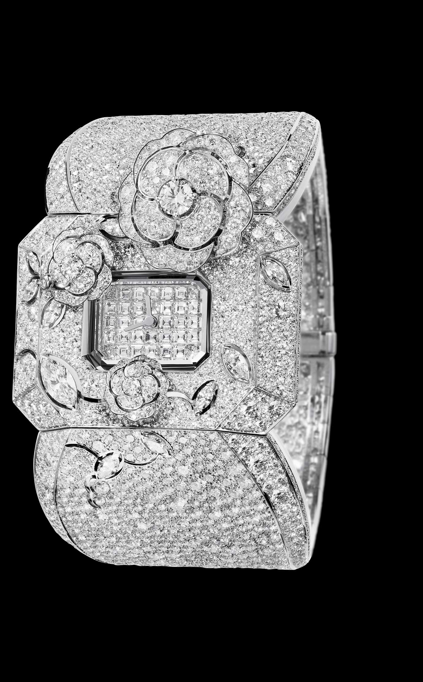 Les Eternelles de CHANEL. Watch in 18K white gold and diamonds. High precision quartz movement. - Open