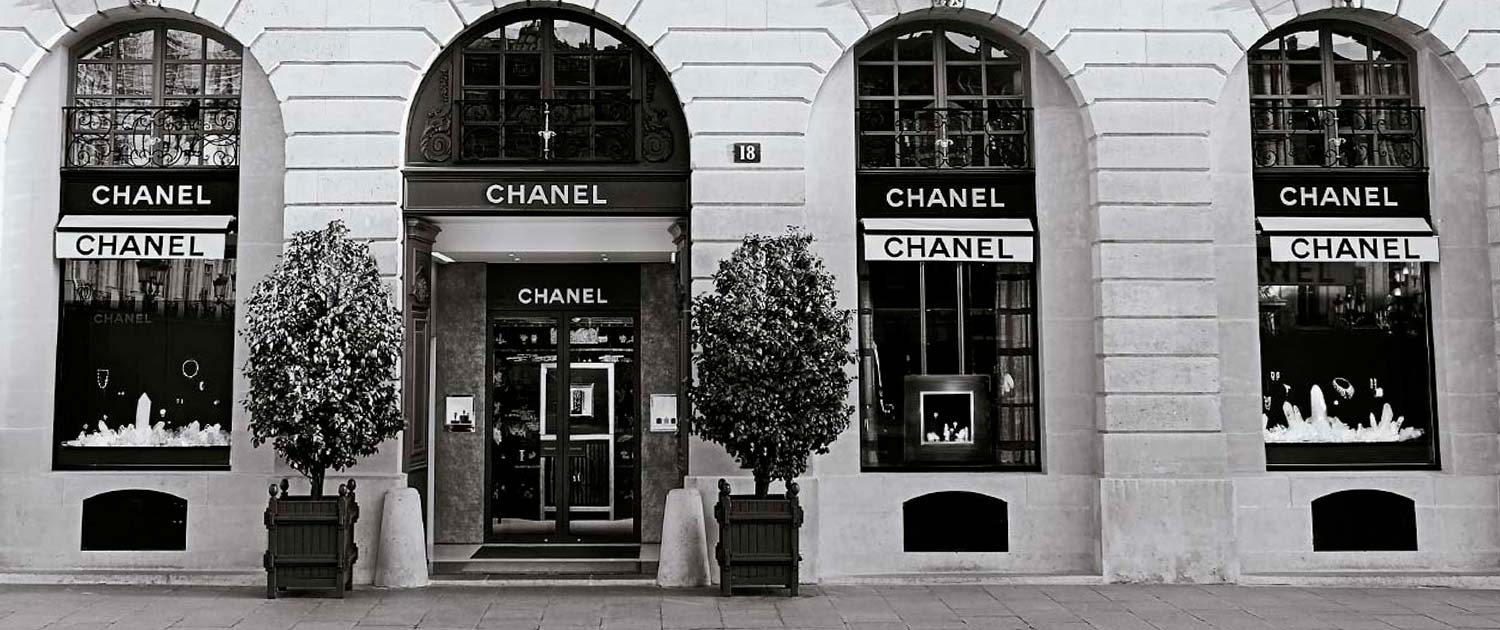 CHANEL Fine Jewelry enjoys an international network of repair workshops that combine the highest technical mastery with respect for fine jewelry expertise.