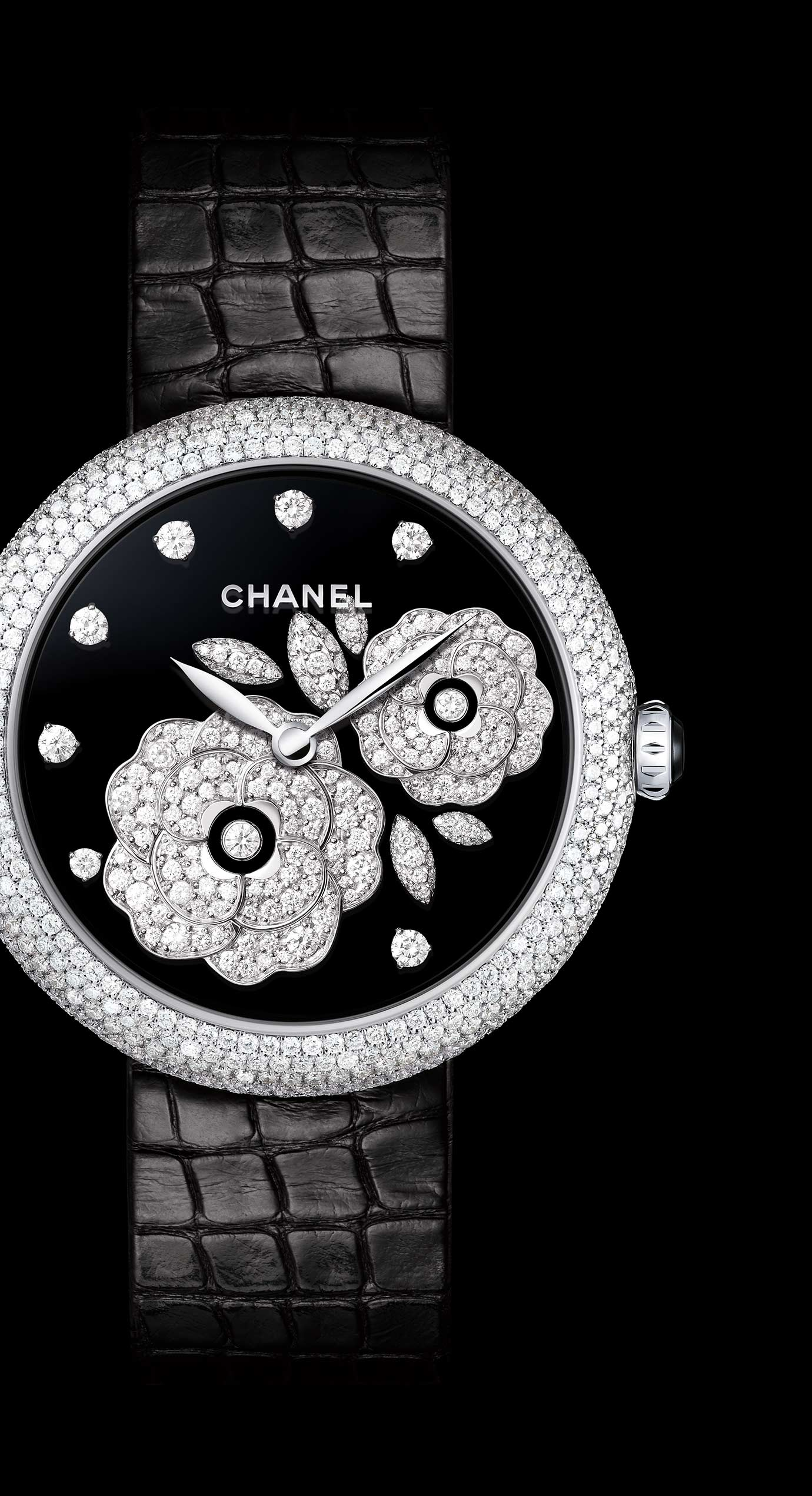 Mademoiselle Privé Bouton de Camélia Fine Jewellery watch - Grand Feu black enamel and diamonds - Enlarged view