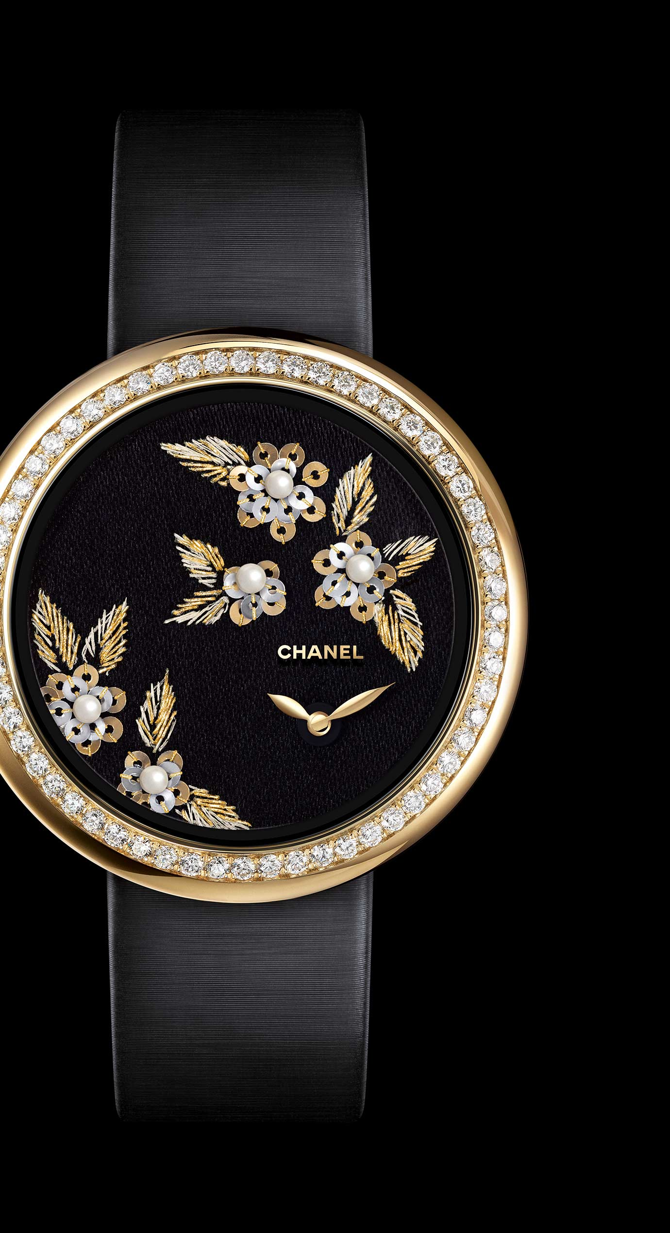 Mademoiselle Privé watch with gold thread camellias, fine pearls and glass beads - Lesage embroidery - Enlarged view