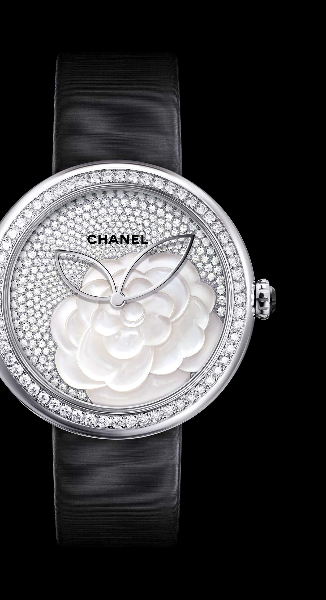 Mademoiselle Privé Camélia watch in pearl marquetry, dial set with diamonds - Enlarged view