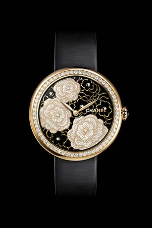 Mademoiselle Privé Camélias watch in yellow gold and quail eggshell, black lacquer dial - Maki-e technique