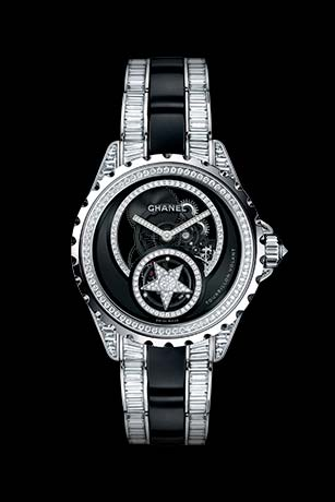 J12 Tourbillon Volant Squelette en or blanc 18 carats et céramique high-tech* noire serties de diamants. Bracelet serti de diamants taille baguette.