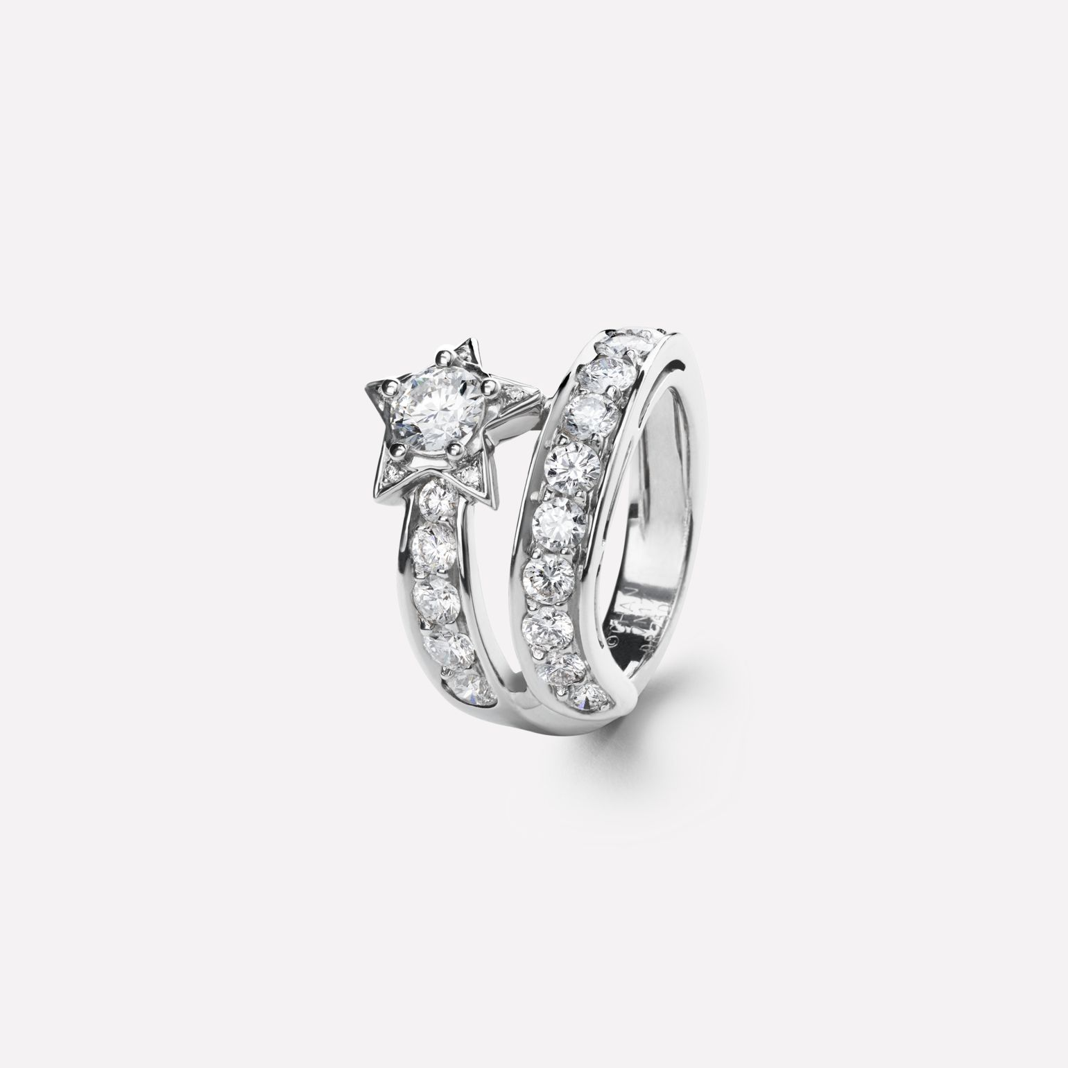 Bague Comète Motif étoile filante en or blanc 18 carats, diamants et diamant de centre