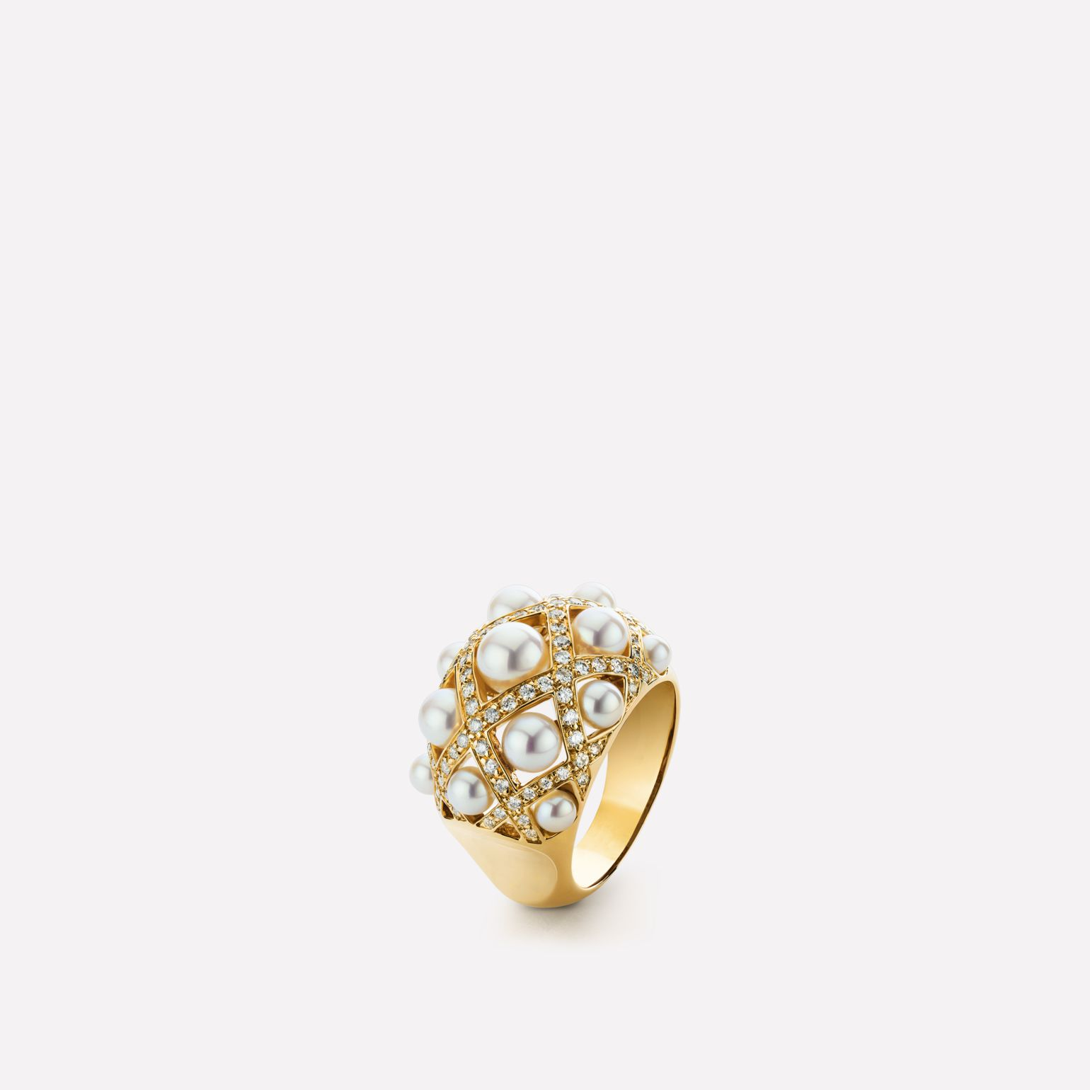 Baroque Ring Baroque quilted ring in 18K yellow gold, cultured pearls and diamonds. Medium version.