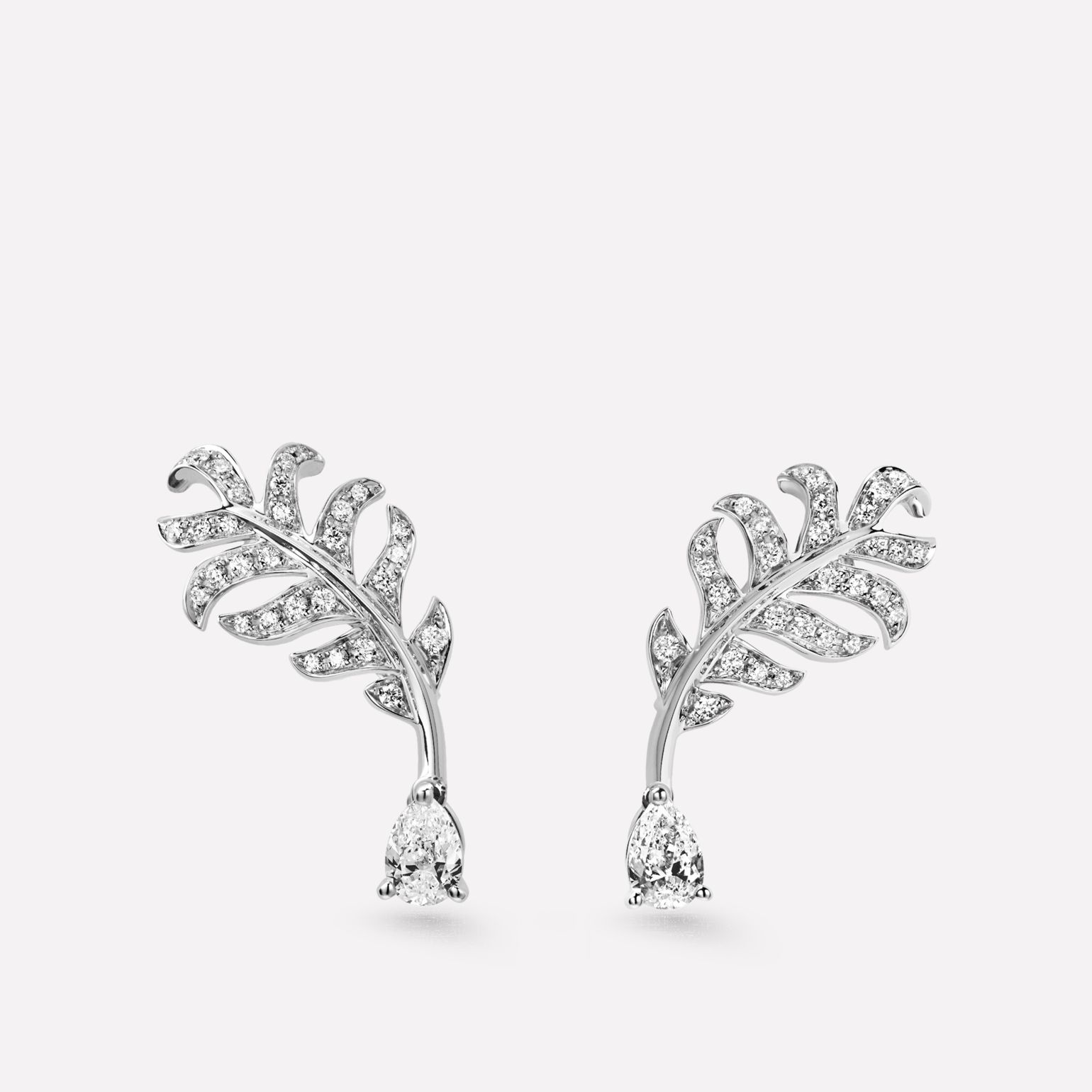 Boucles d'oreilles Plume de CHANEL Motif plume en or blanc 18 carats, diamants et diamants de centre