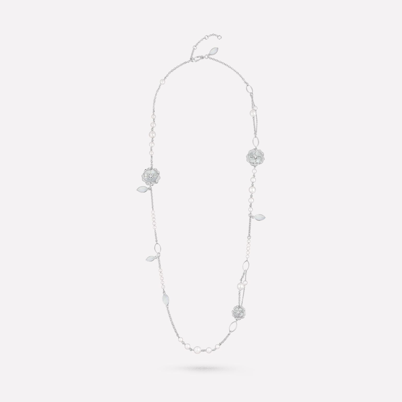 Bouton de Camélia long necklace 18K white gold, diamonds, cultured pearls, white mother-of-pearl