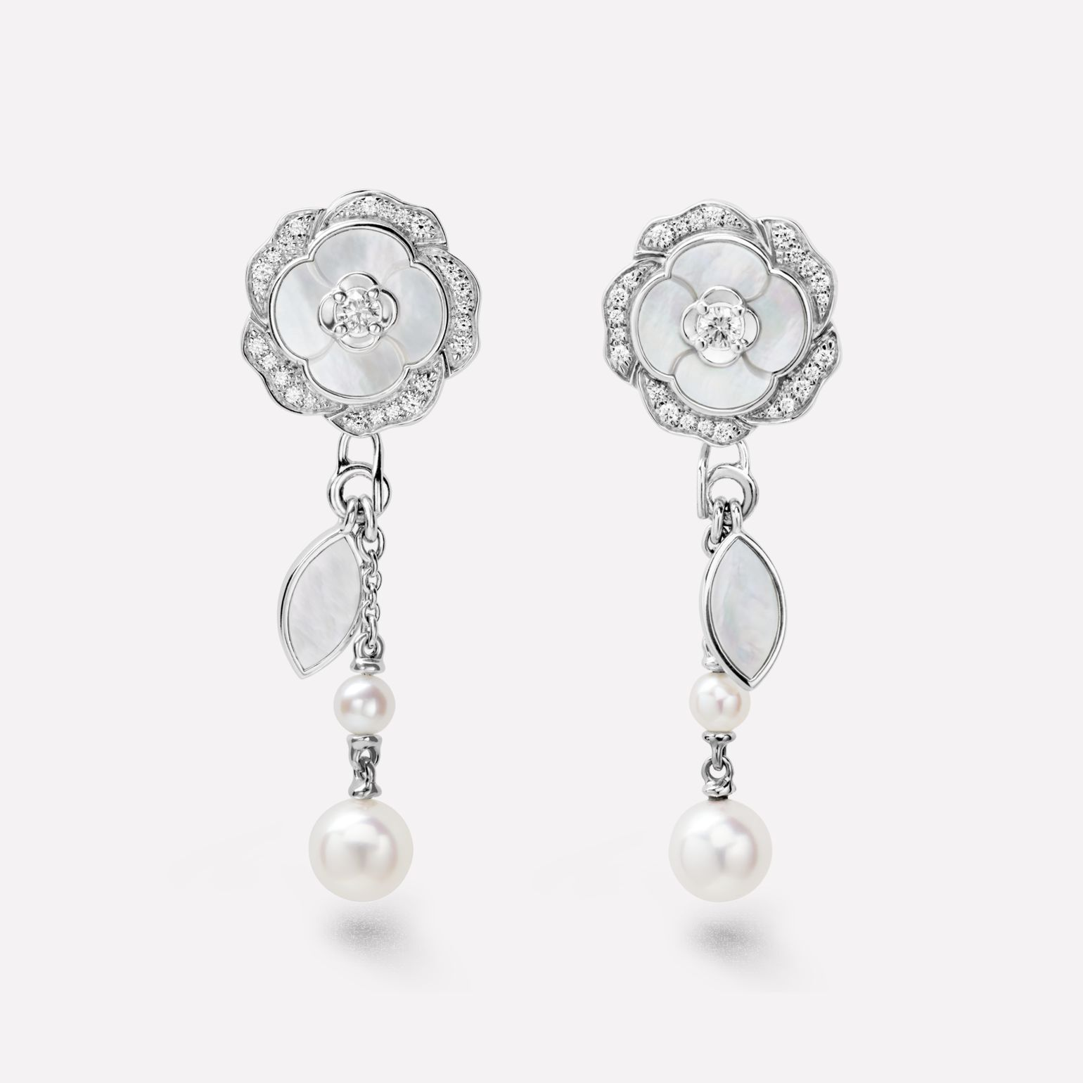 Bouton de Camélia transformable earrings 18K white gold, diamonds, cultured pearls, white mother-of-pearl