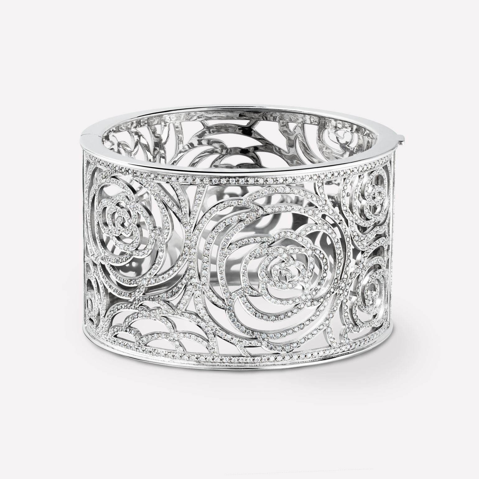 Camélia bracelet Camélia Ajouré cuff, in 18K white gold and diamonds