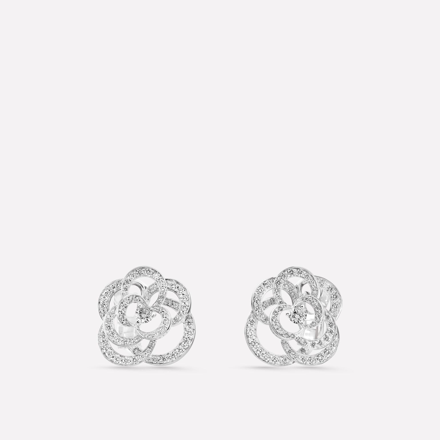 Camélia Earrings Fil de Camélia earrings in 18K white gold, diamonds and central diamond