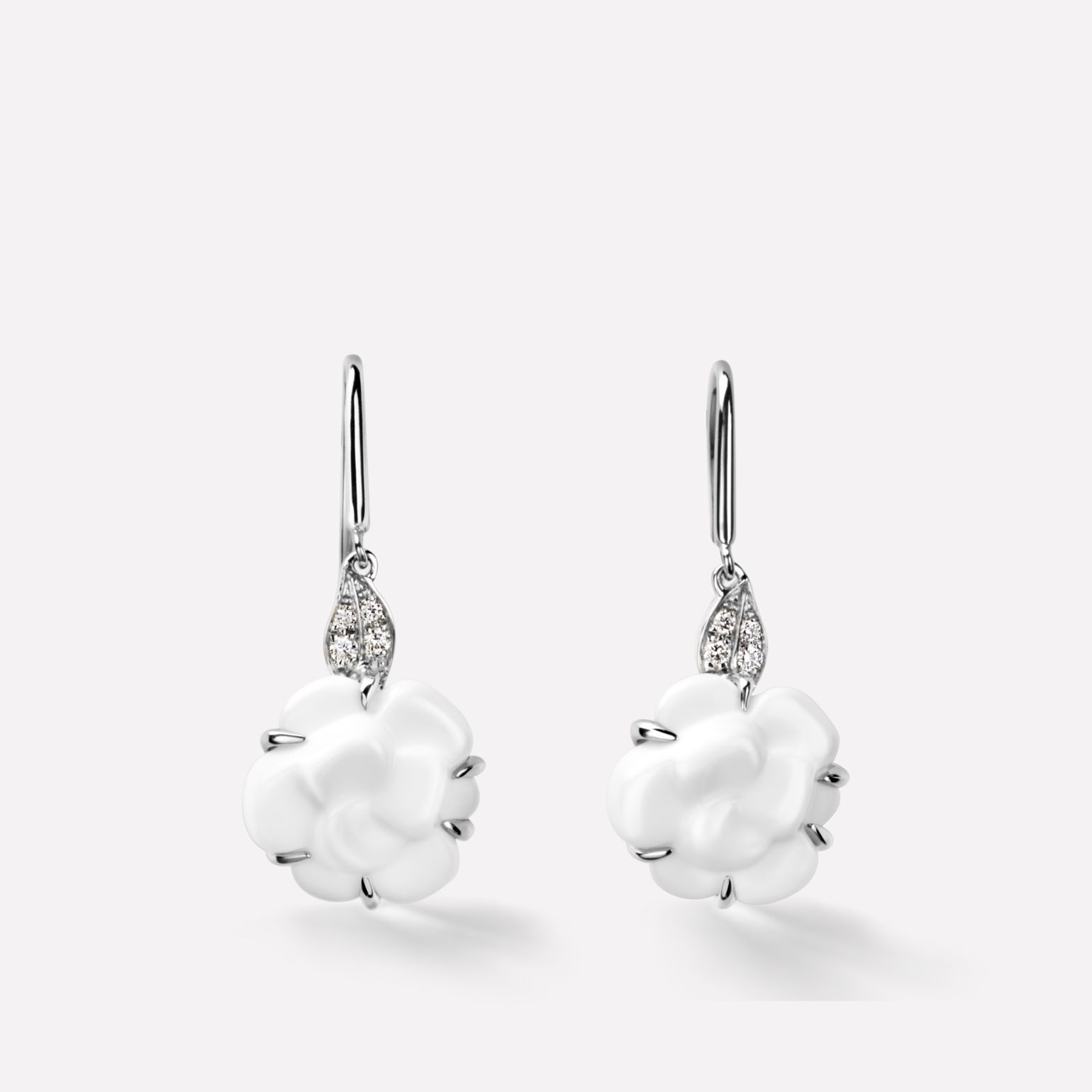 Camélia Earrings Camélia Sculpté earrings in white agate, 18K white gold and diamonds